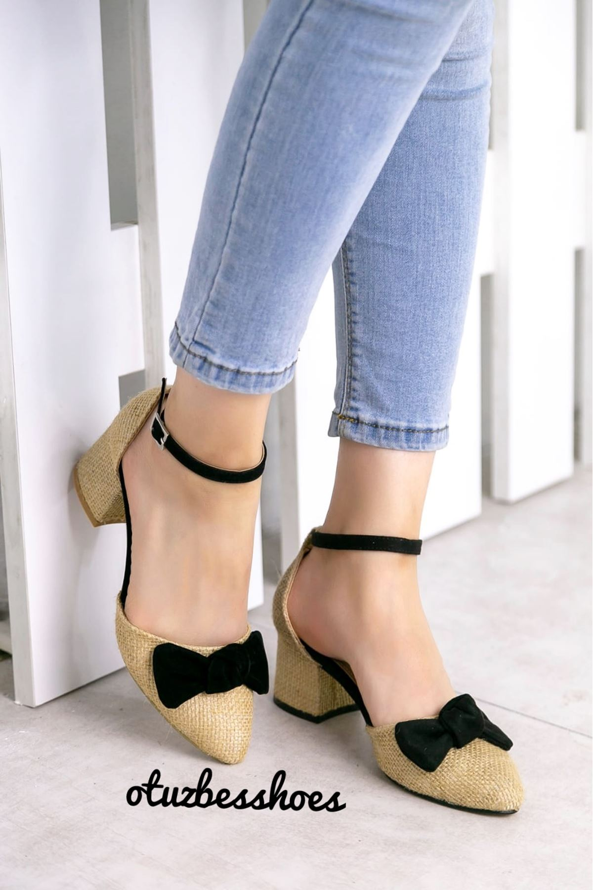 Hasır Fiyonk Detay Sivri Burun Ayakkabı Siyah