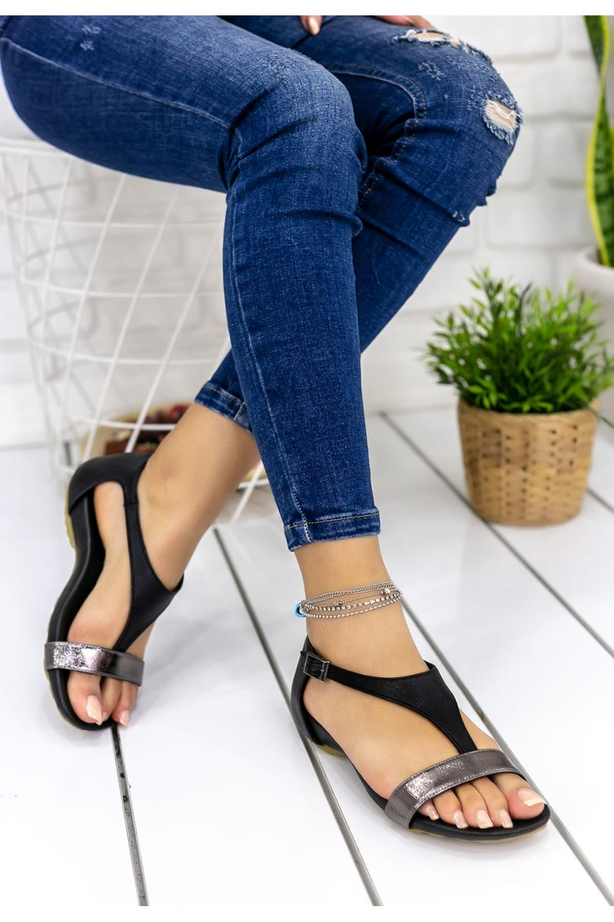 Sunday Mat Deri Tek Bant Parmak Arası Sandalet Siyah