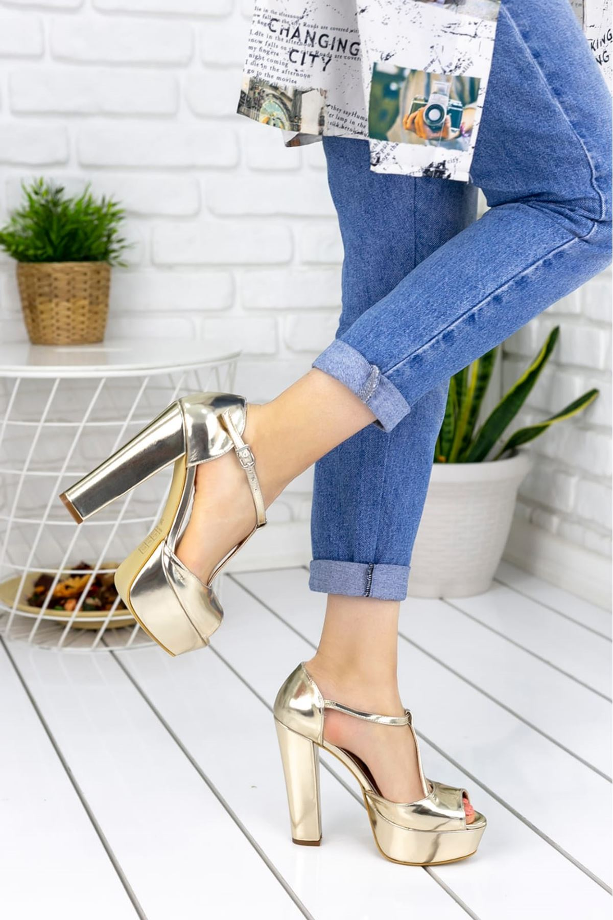 Asena Rugan Tek Bant Yüksek Topuklu Ayakkabı Gold