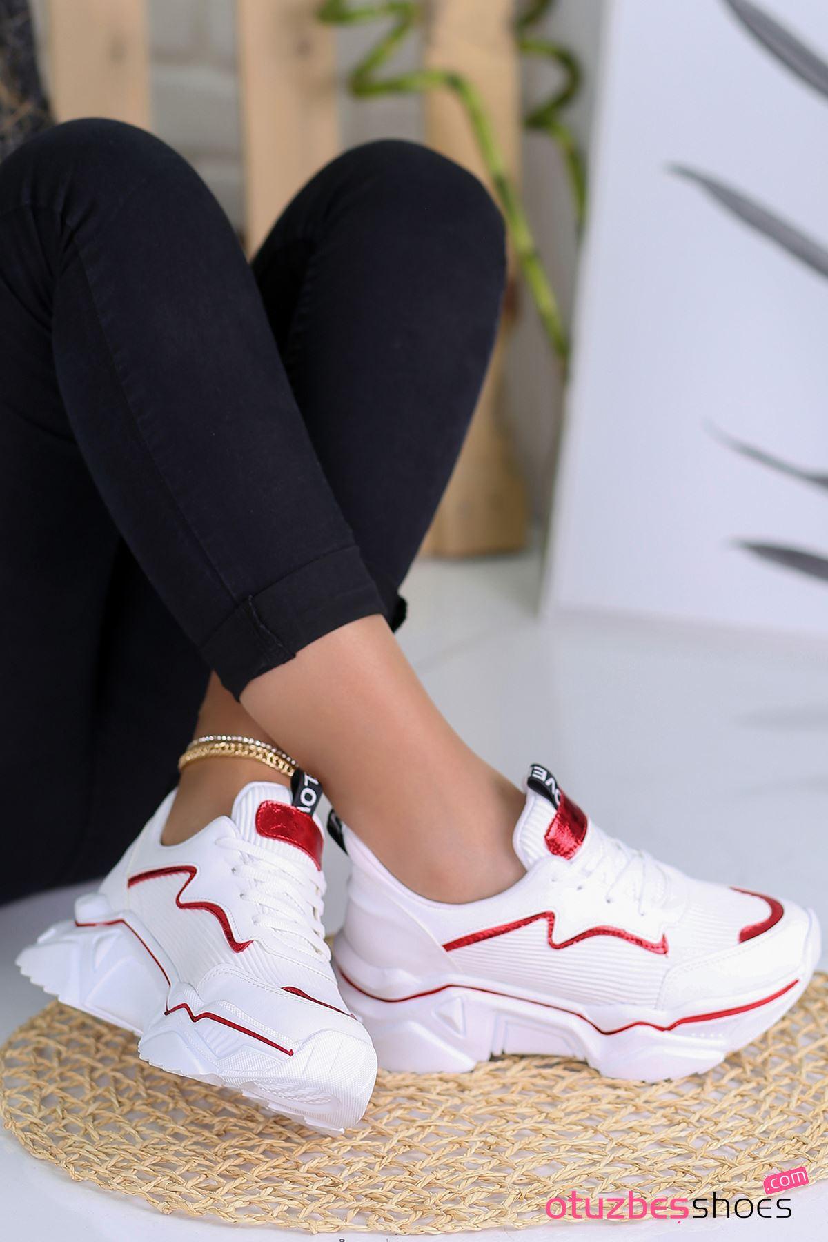 Ada Mat Deri Kırmızı Şeritli Spor Ayakkabı Beyaz