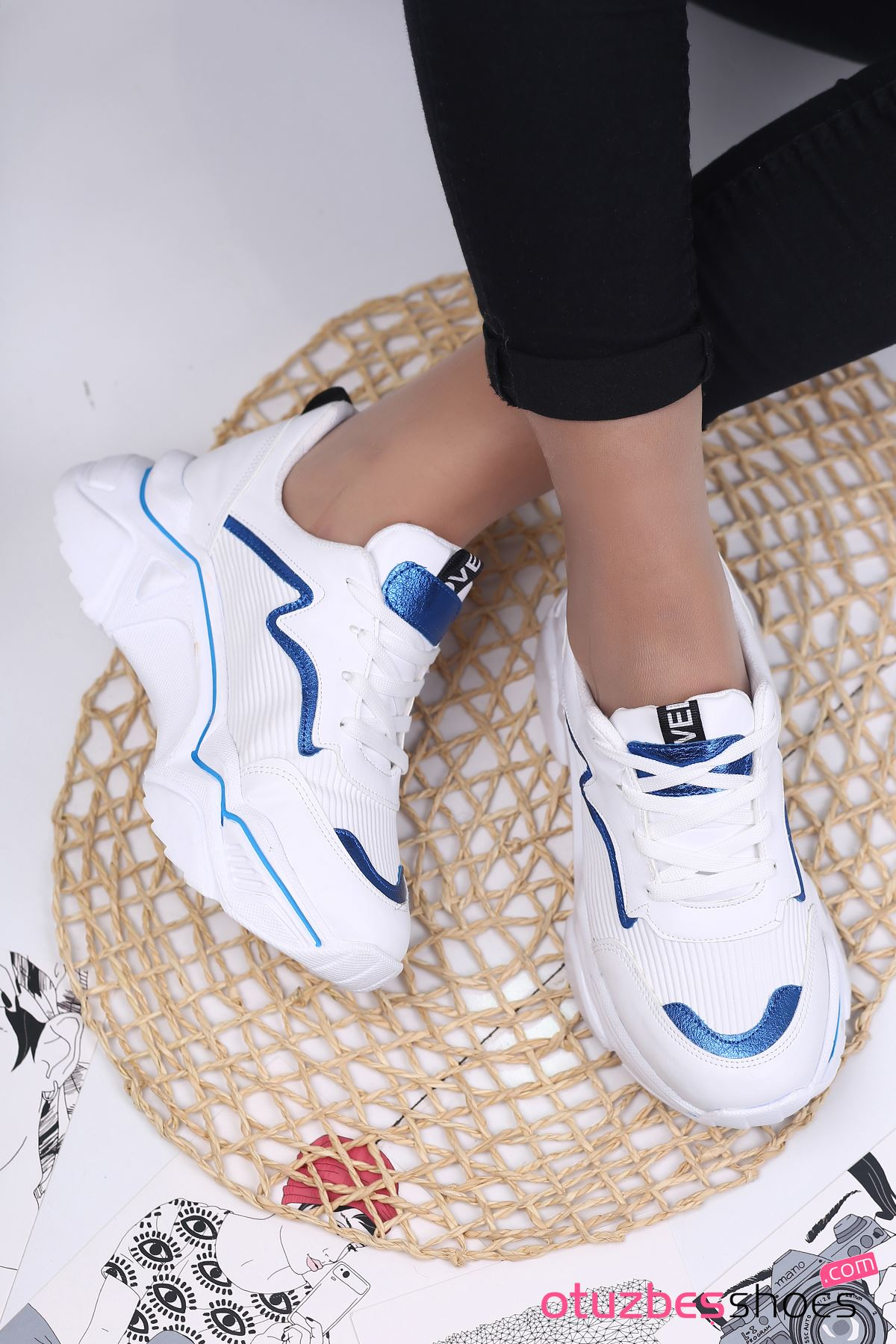Ada Mat Deri Mavi Şeritli Spor Ayakkabı Beyaz