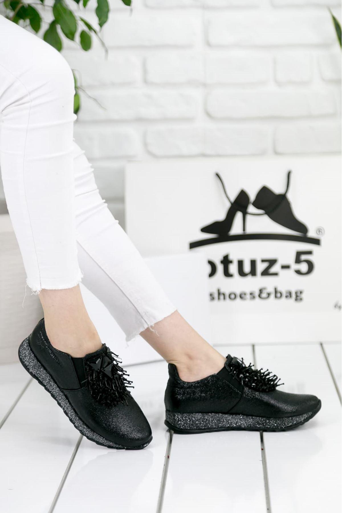 Nesso Kırışık Rugan Taş Detay Bayan Ayakkabı Siyah
