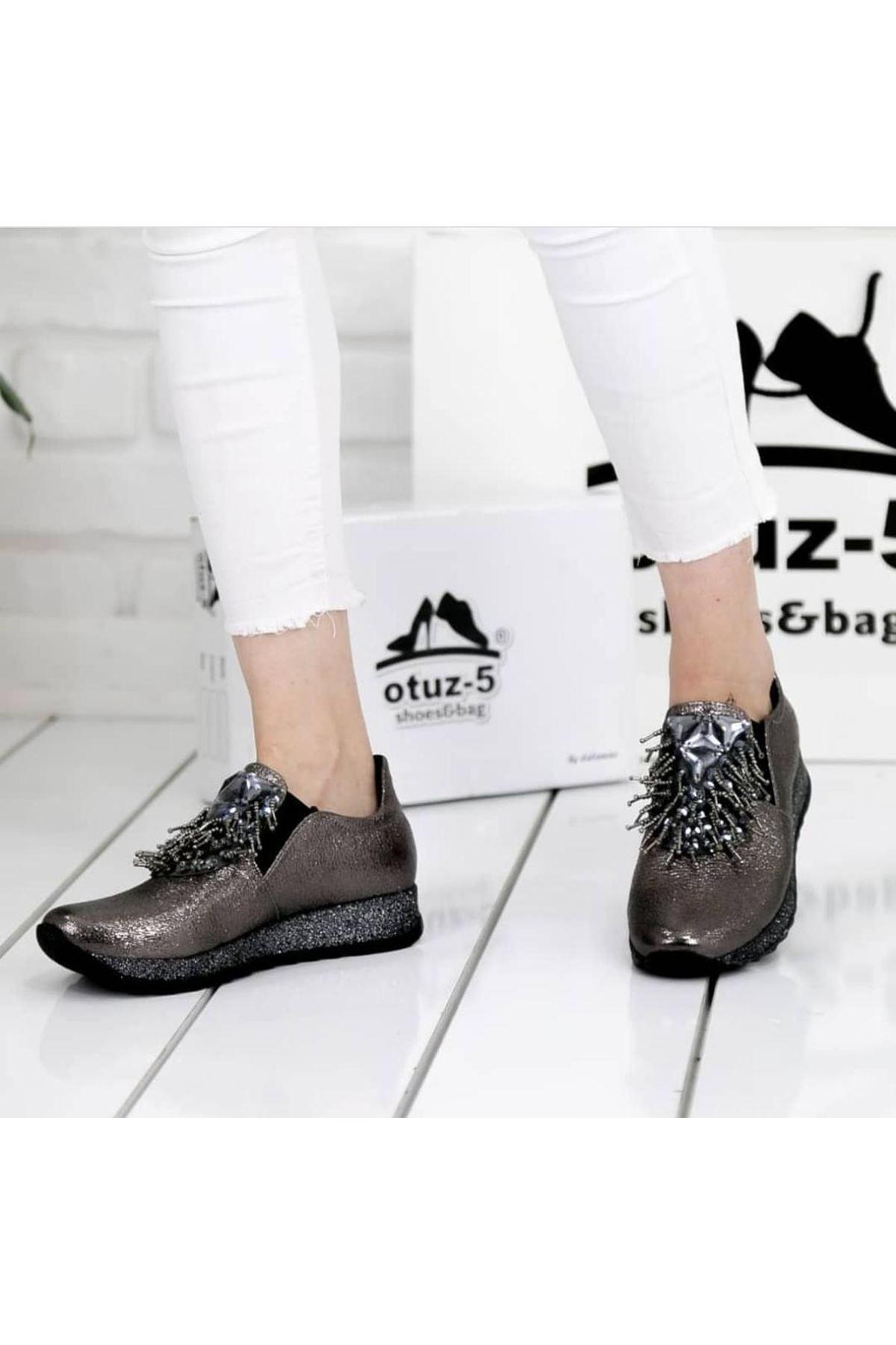 Nesso Kırışık Rugan Taş Detay Bayan Ayakkabı Platin
