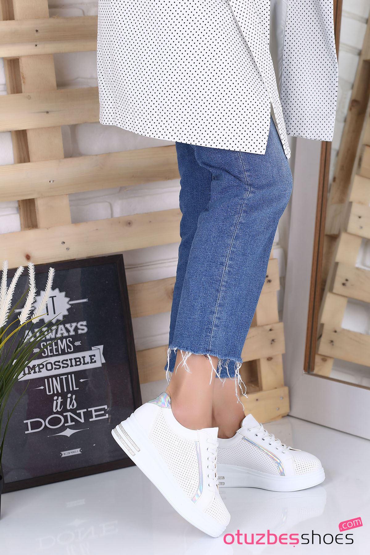 Cara Mat Deri Hologram Detay Delikli Ayakkabı Beyaz
