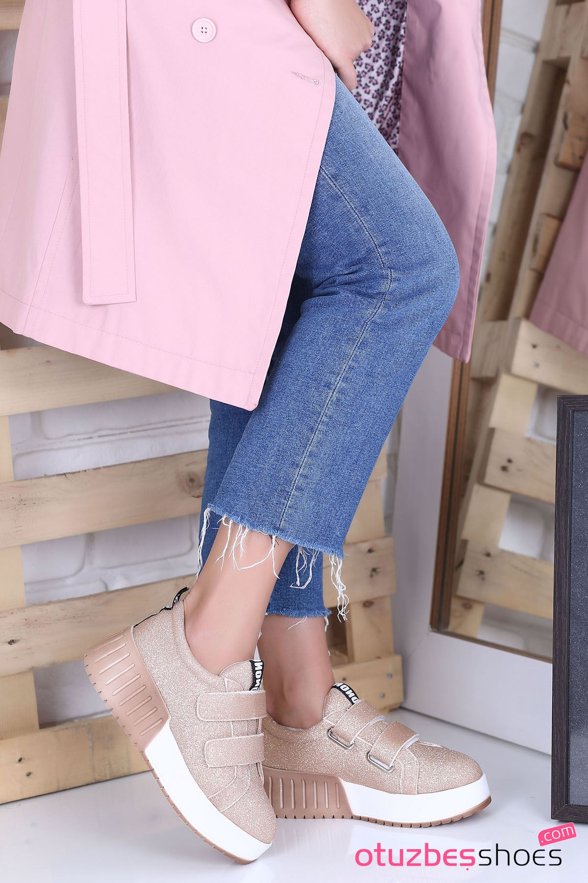 Mosso Simli Cırt Detay Spor Ayakkabı Rose