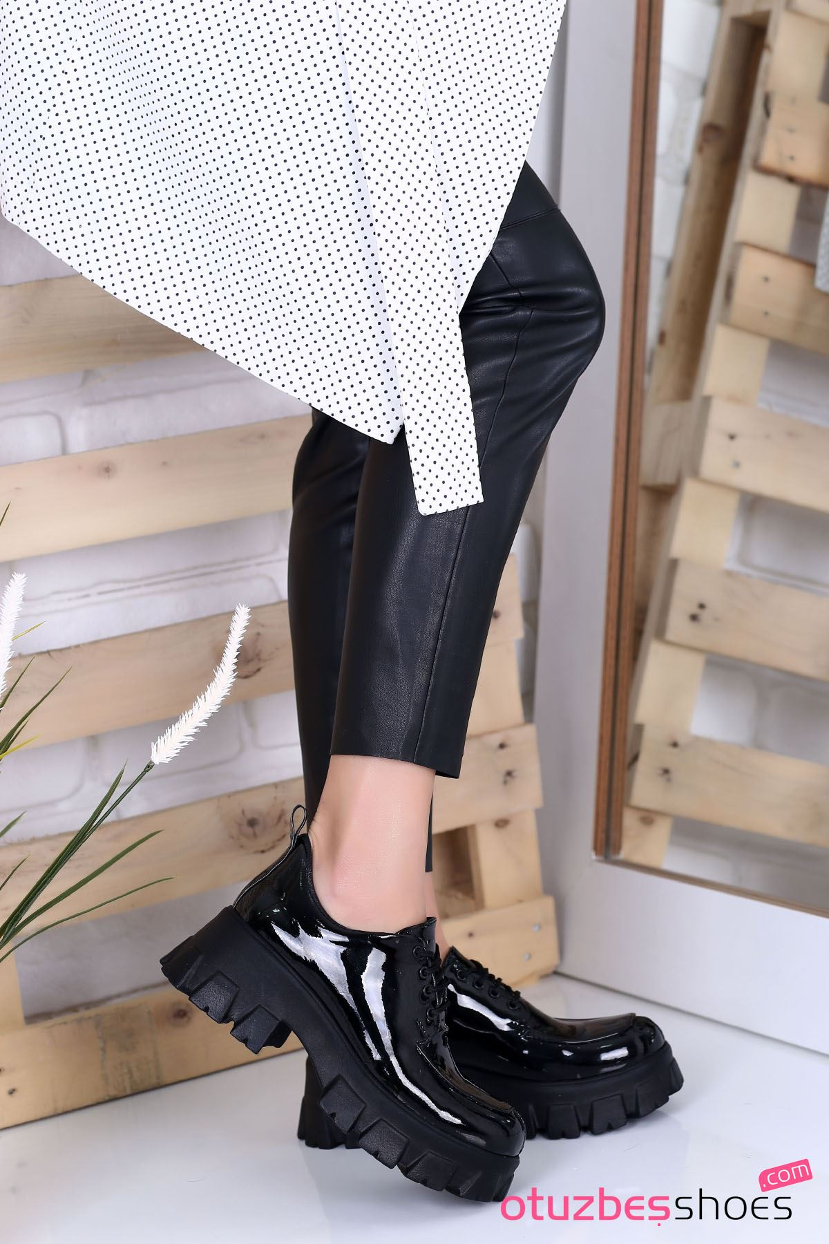 Pearl Rugan Kalın Taban Günlük Ayakkabı Siyah