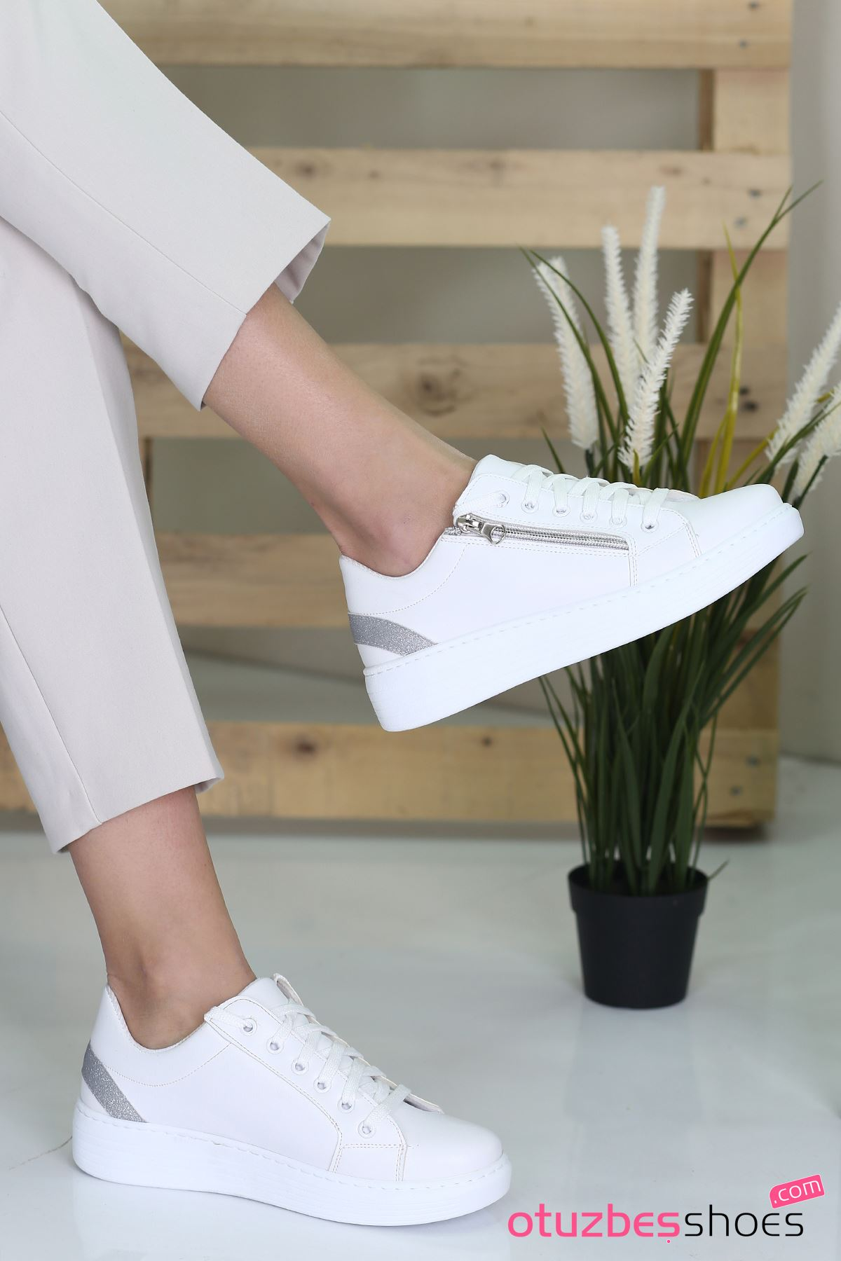 Belisa Mat Deri Fermuar Aksesuarlı Sneakers Beyaz