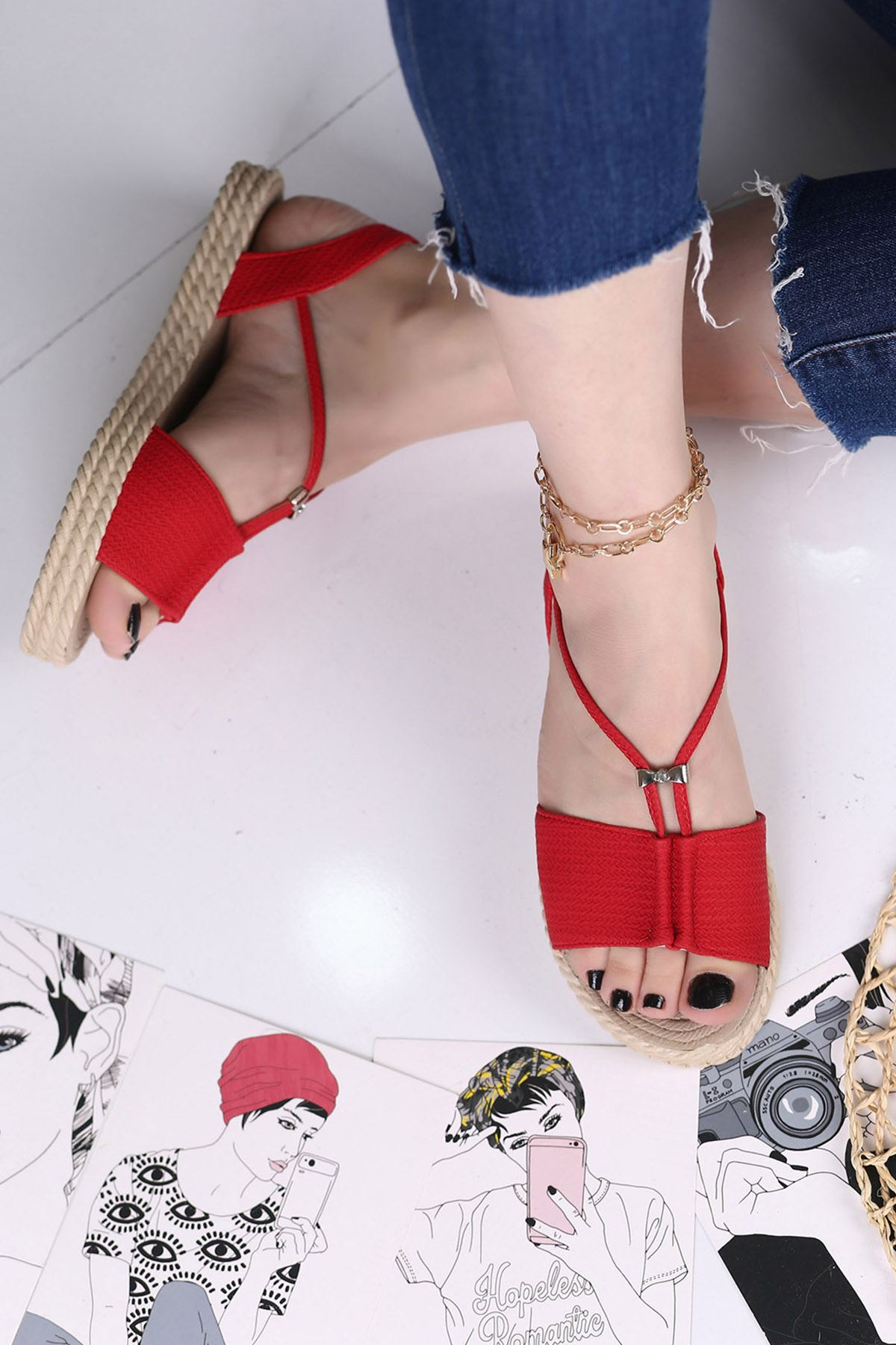 Menda Mat Deri Toka Detay Kadın Sandalet Kırmızı