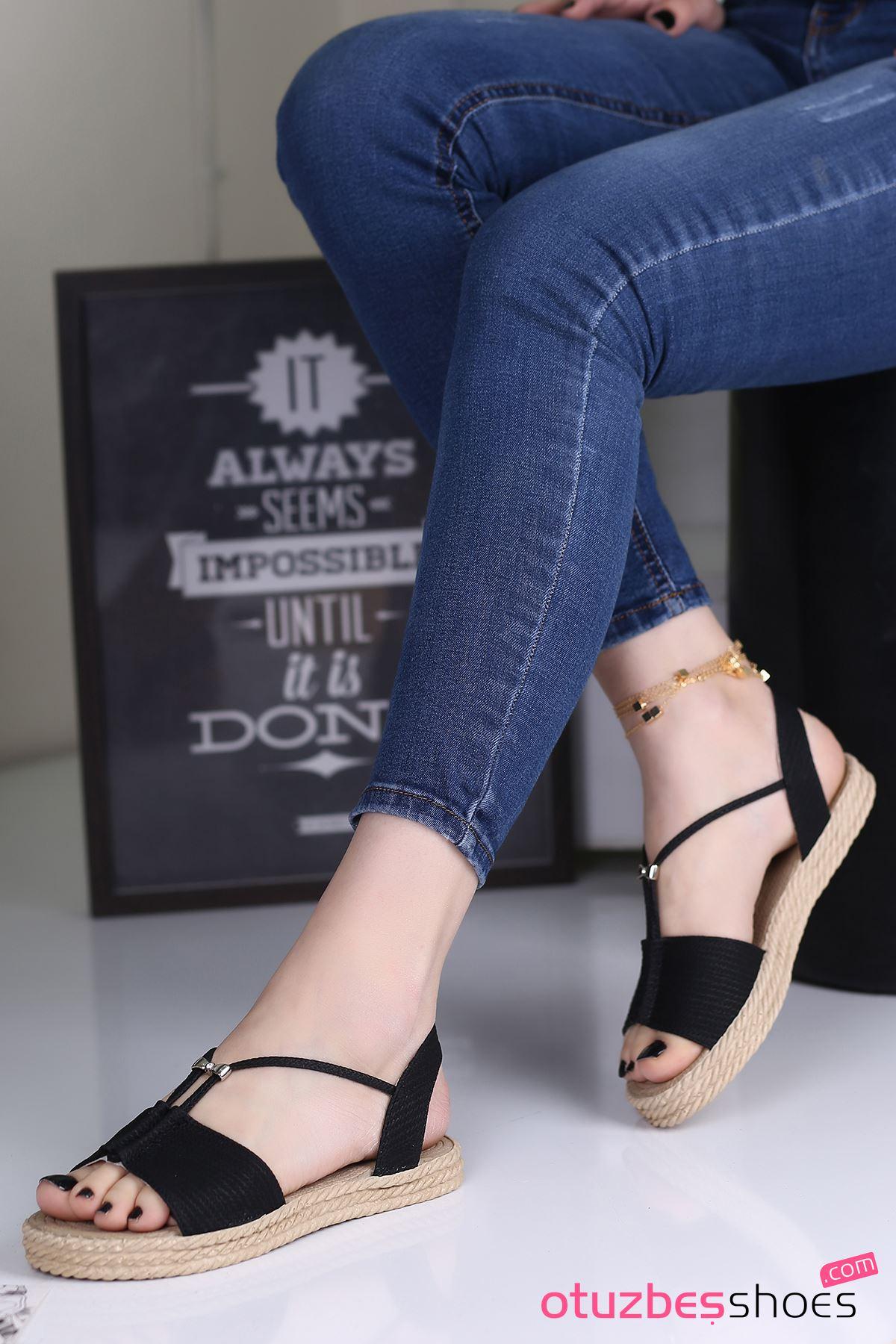 Menda Mat Deri Toka Detay Kadın Sandalet Siyah