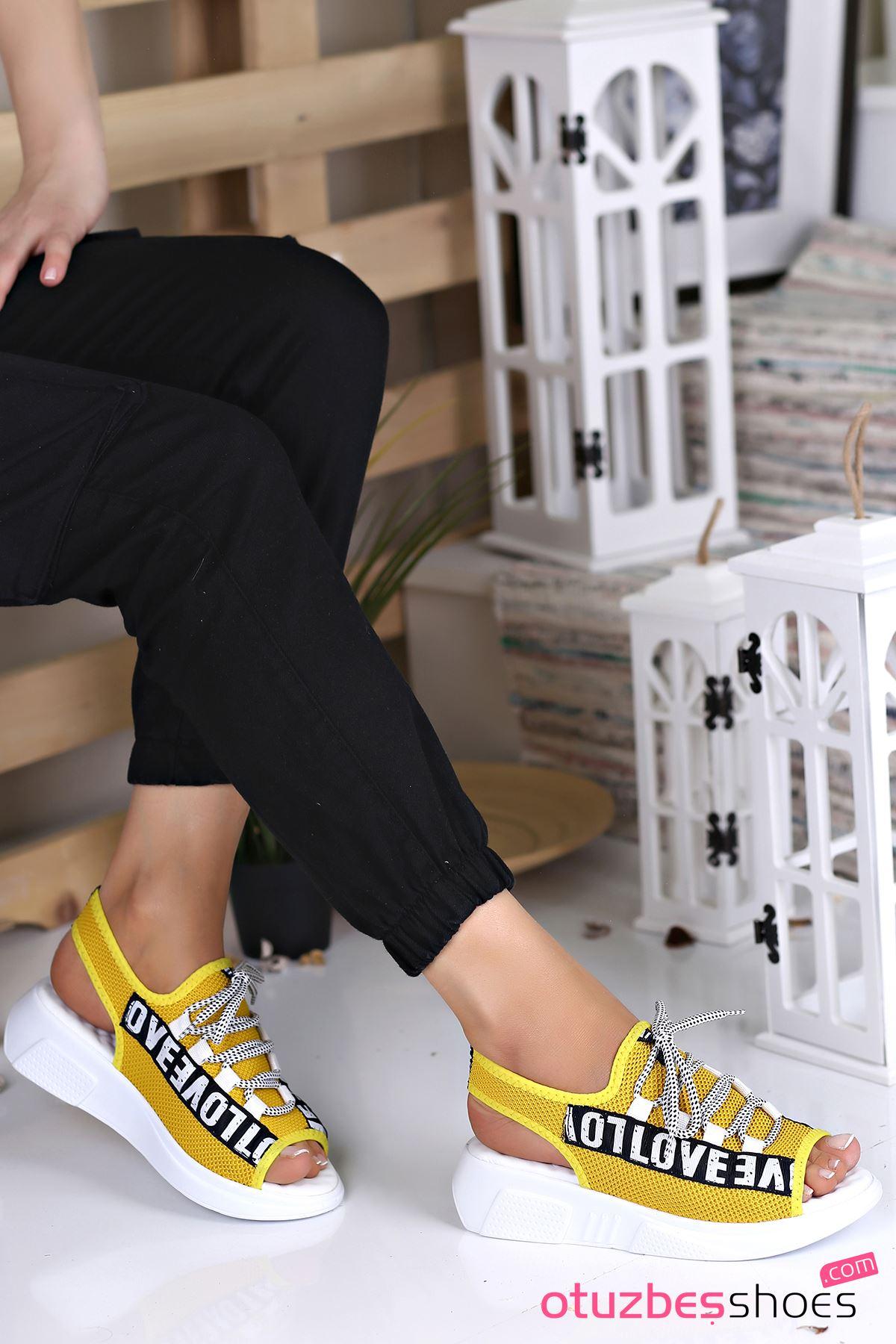 Lover Çelik Örgü Yazı Detay Sandalet Sarı