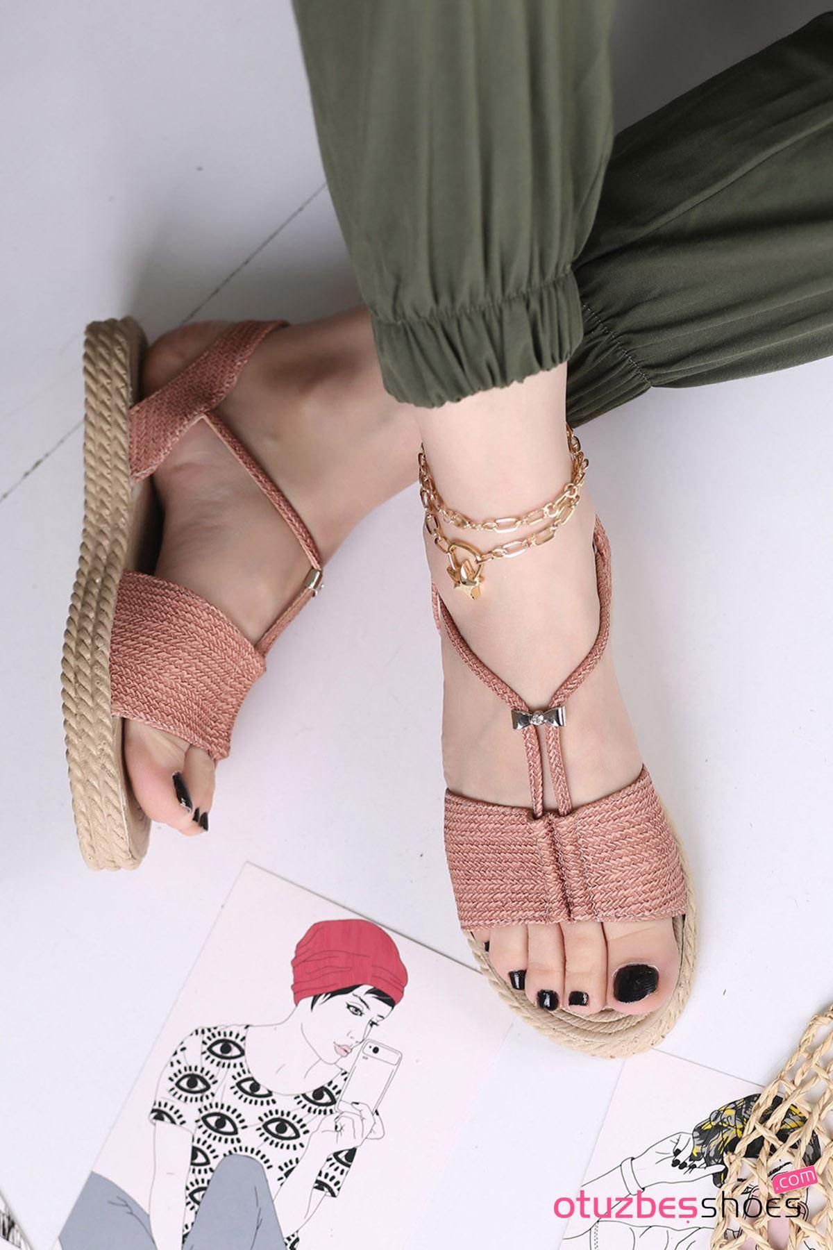 Menda Mat Deri Toka Detay Kadın Sandalet Pudra