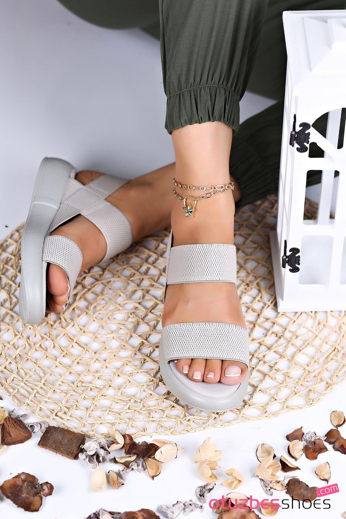 Kista Likralı Lastik Detay Kadın Sandalet Gri