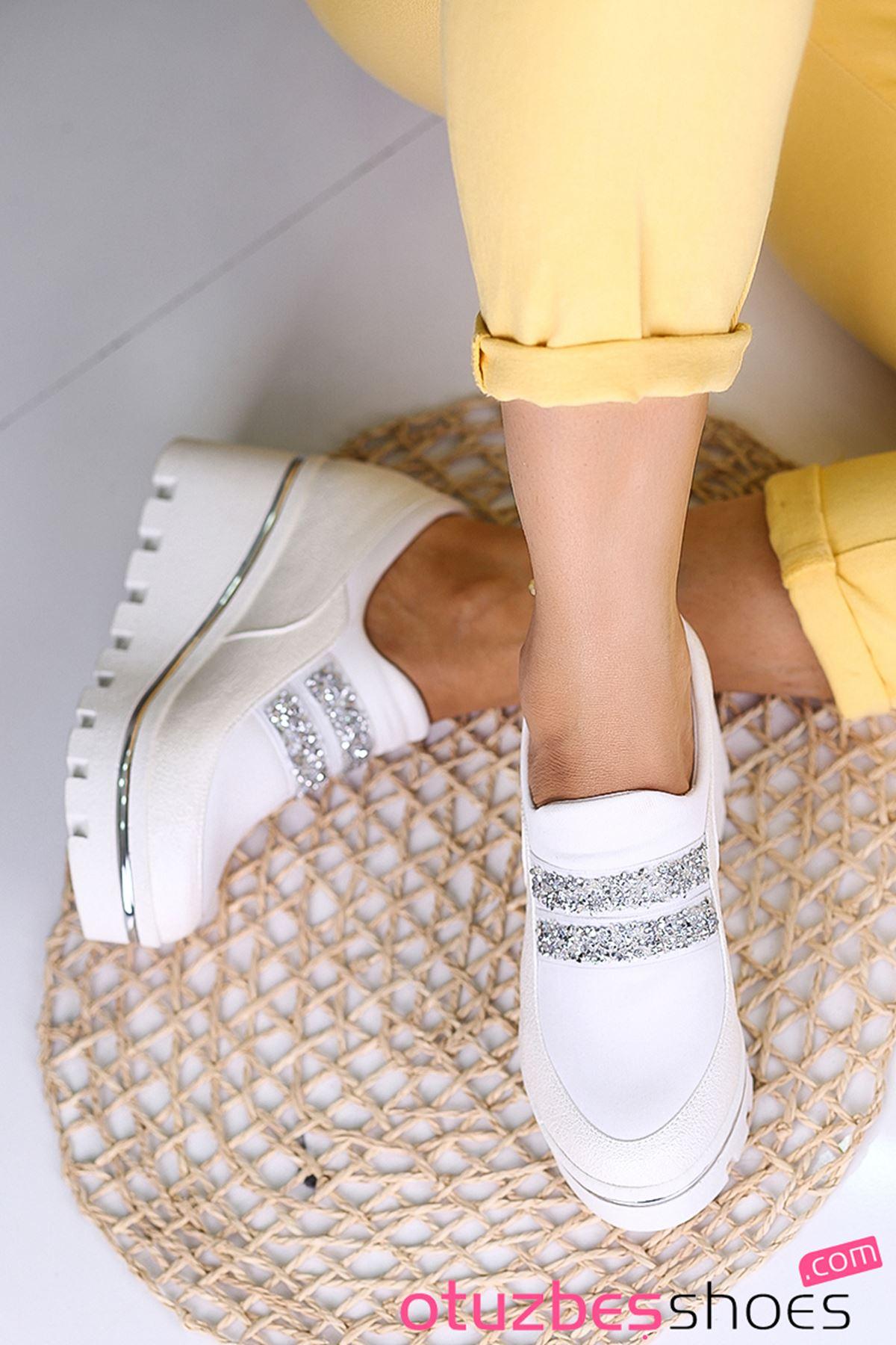 Olivia Taş Detay Lastik Dolgu Topuk Ayakkabı Beyaz