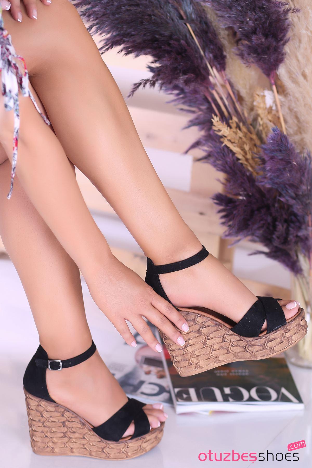 Cosmo Siyah Süet Çapraz Detay Dolgu Topuk Kadın Ayakkabı
