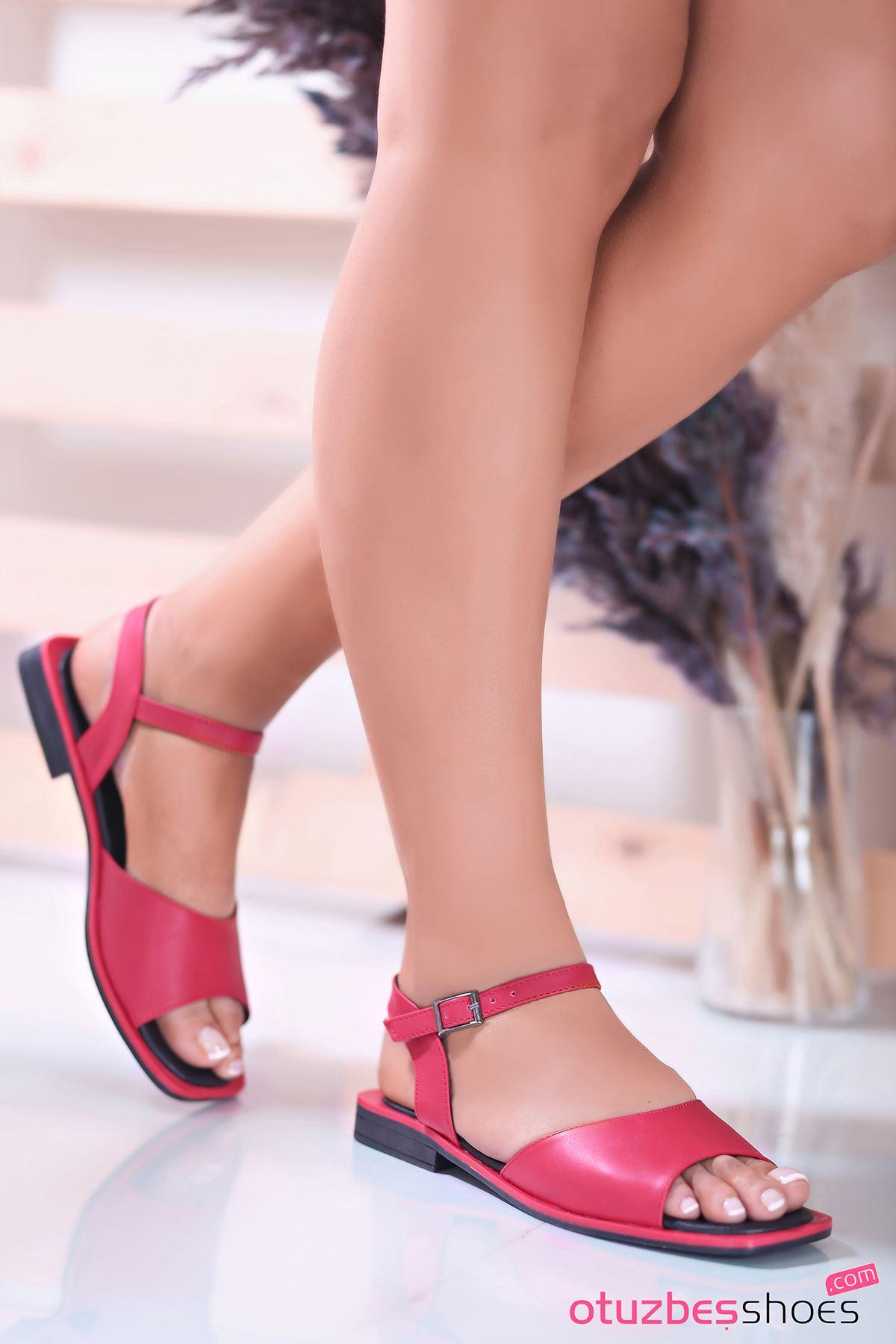 Mista Mat Deri Kadın Sandalet Kırmızı