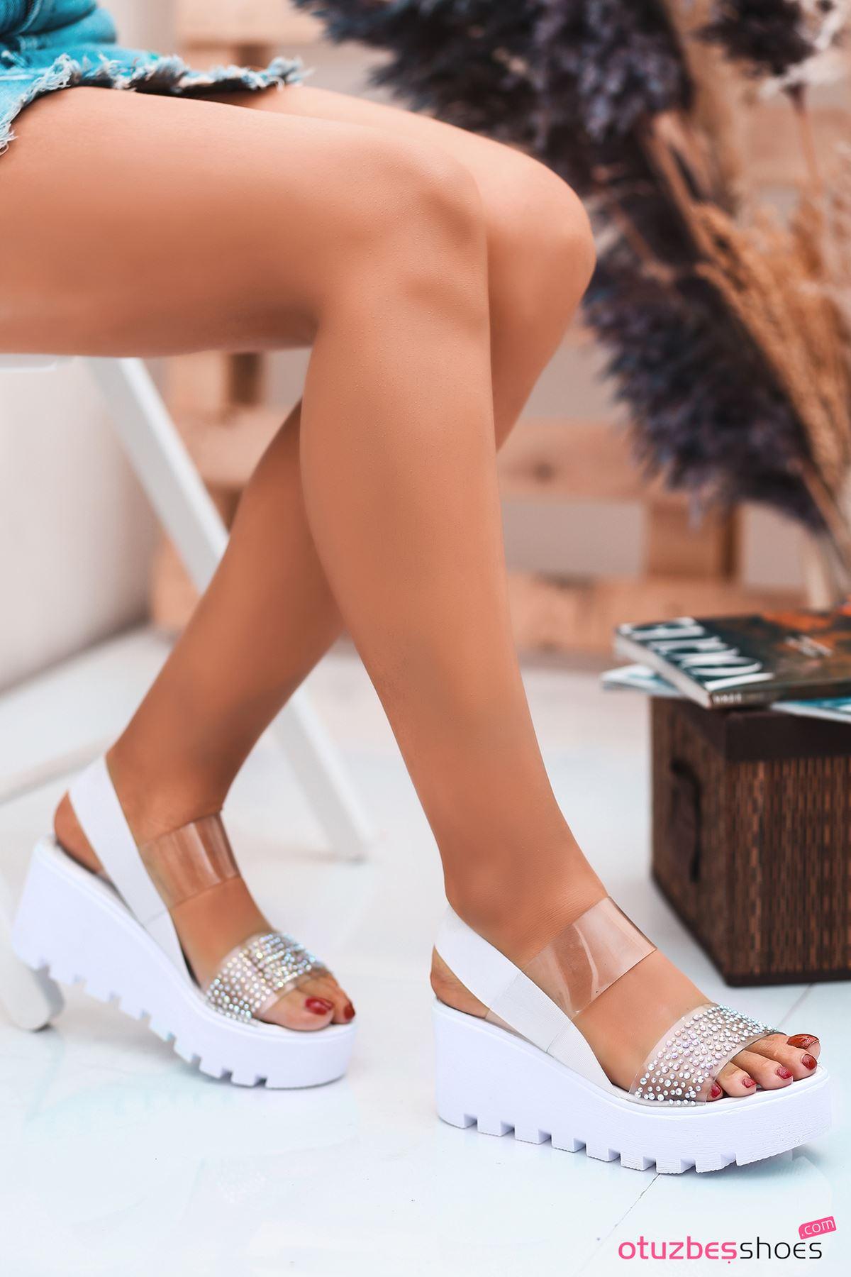 Dina Beyaz Taş Detay Şeffaf Kadın Sandalet