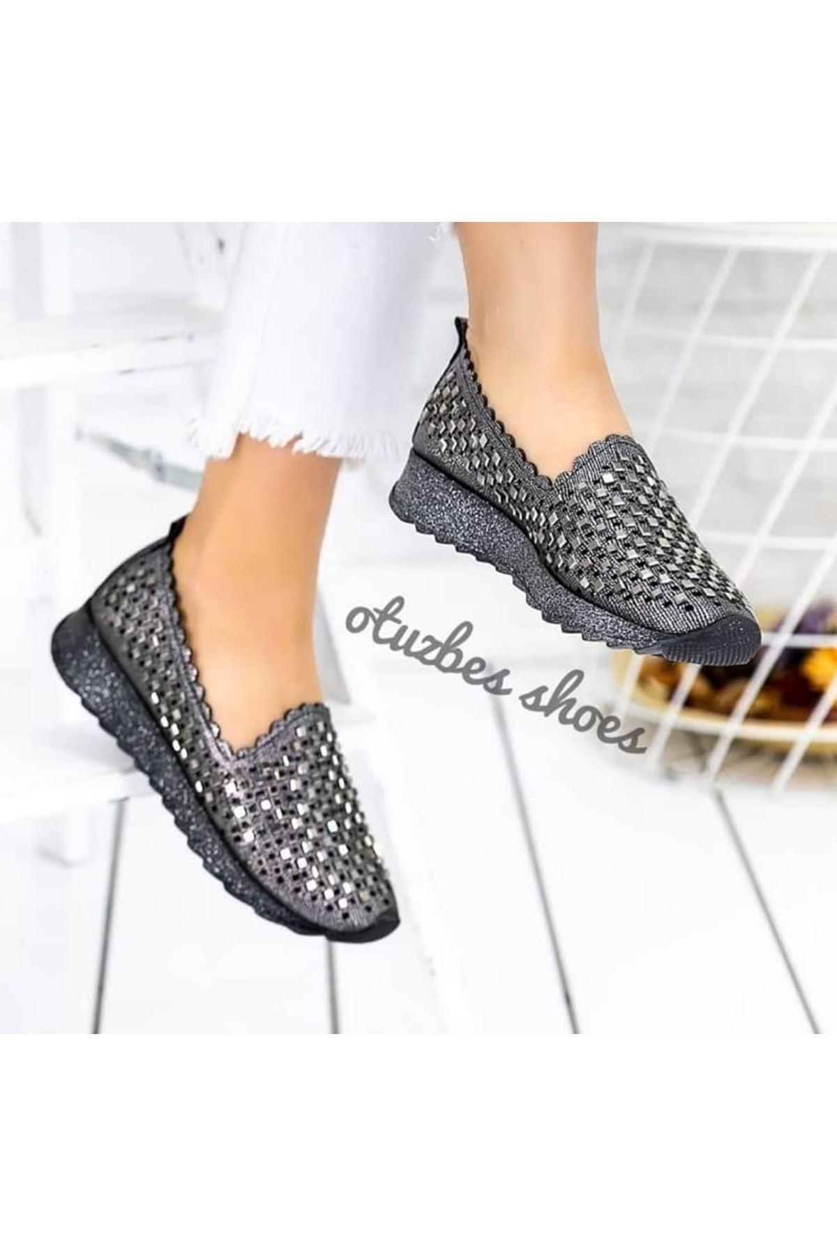 Bianca Mat Deri Lazer Kesim Taşlı Bayan Ayakkabı Platin