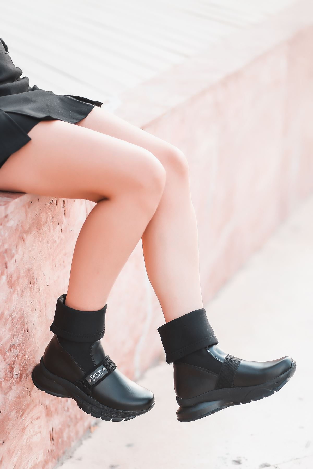 Agura 103 Siyah Dalgıç Kumaş Detaylı Kadın Bot