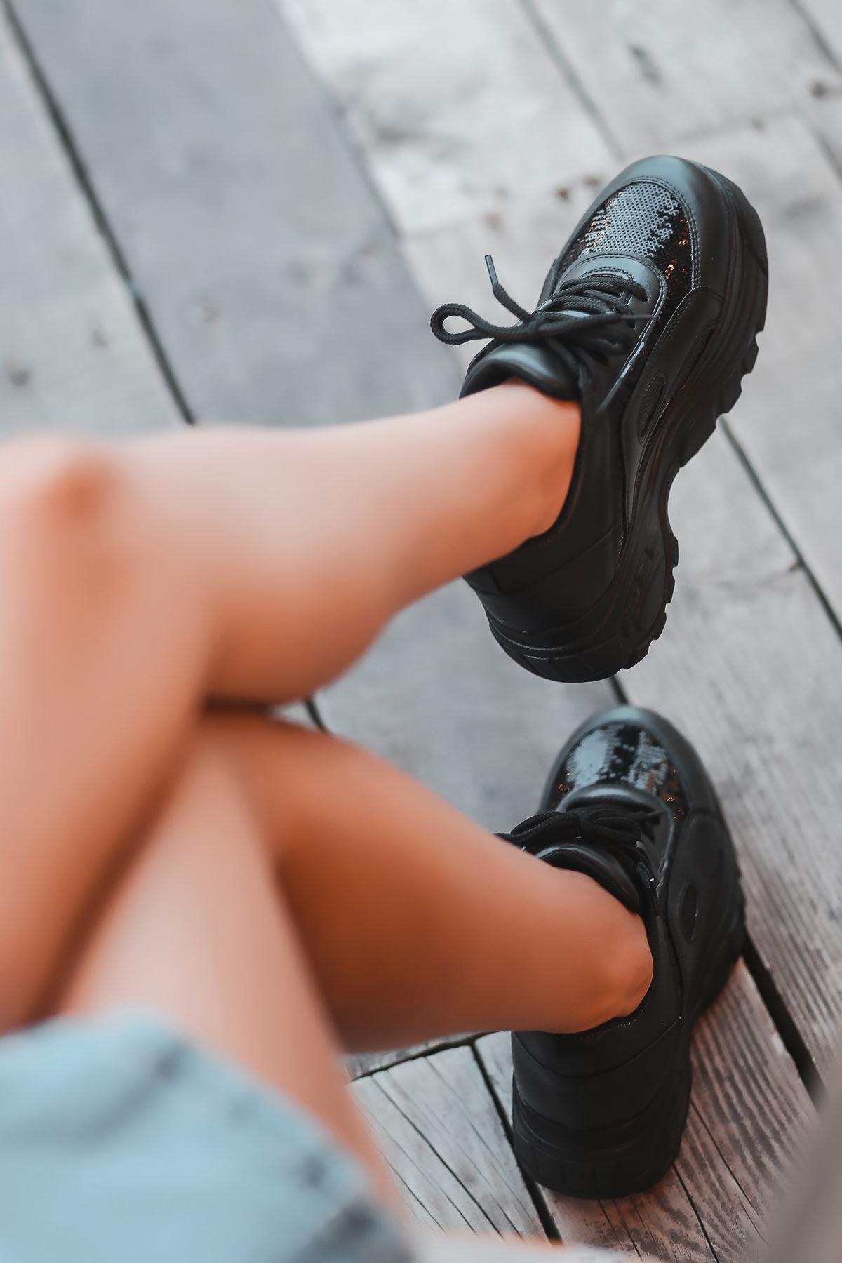Agnes Mat Deri Pul Detay Kalın Taban Spor Ayakkabı Siyah