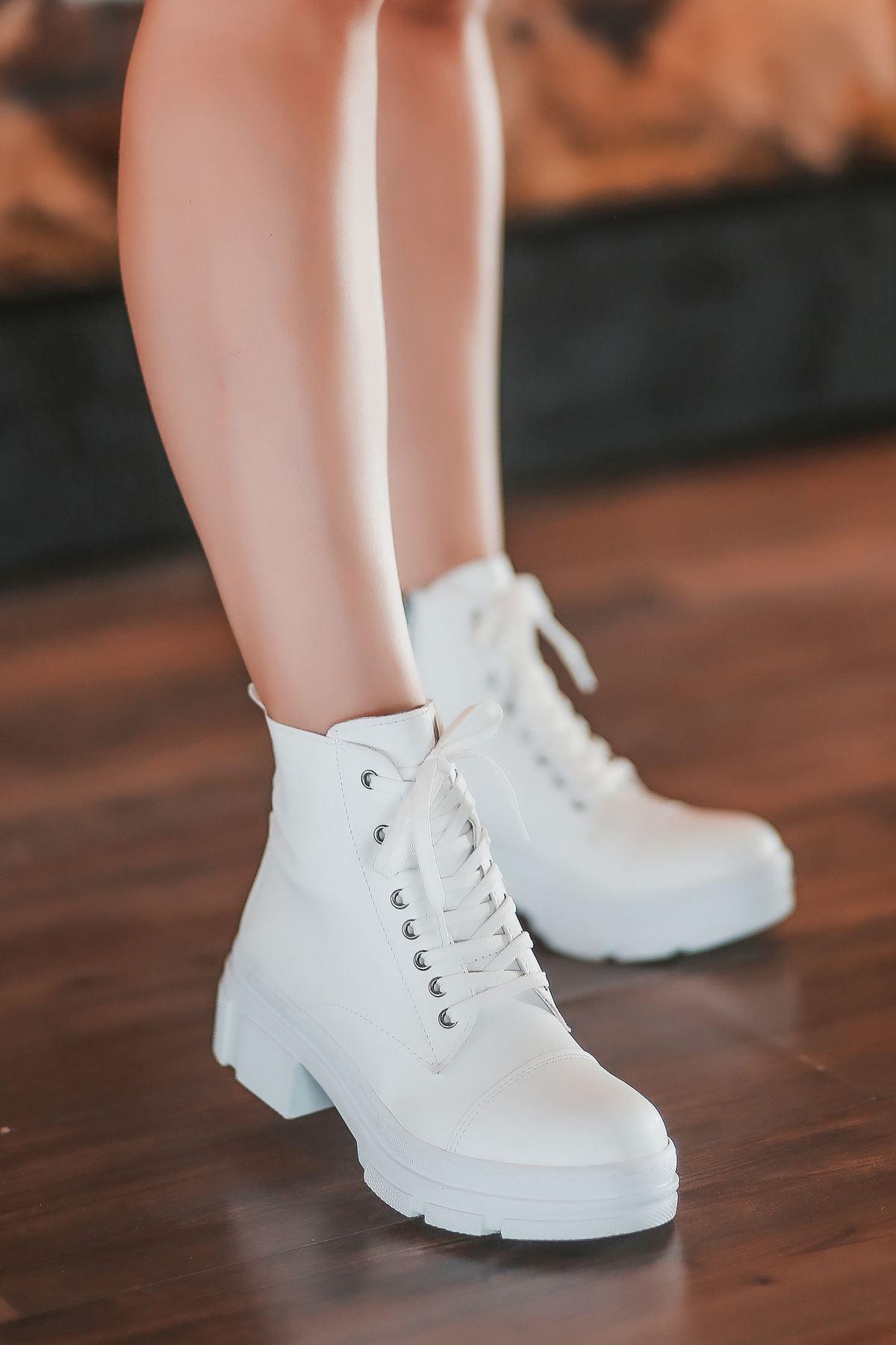 Shake Bağcık Detaylı Beyaz Kadın Bot