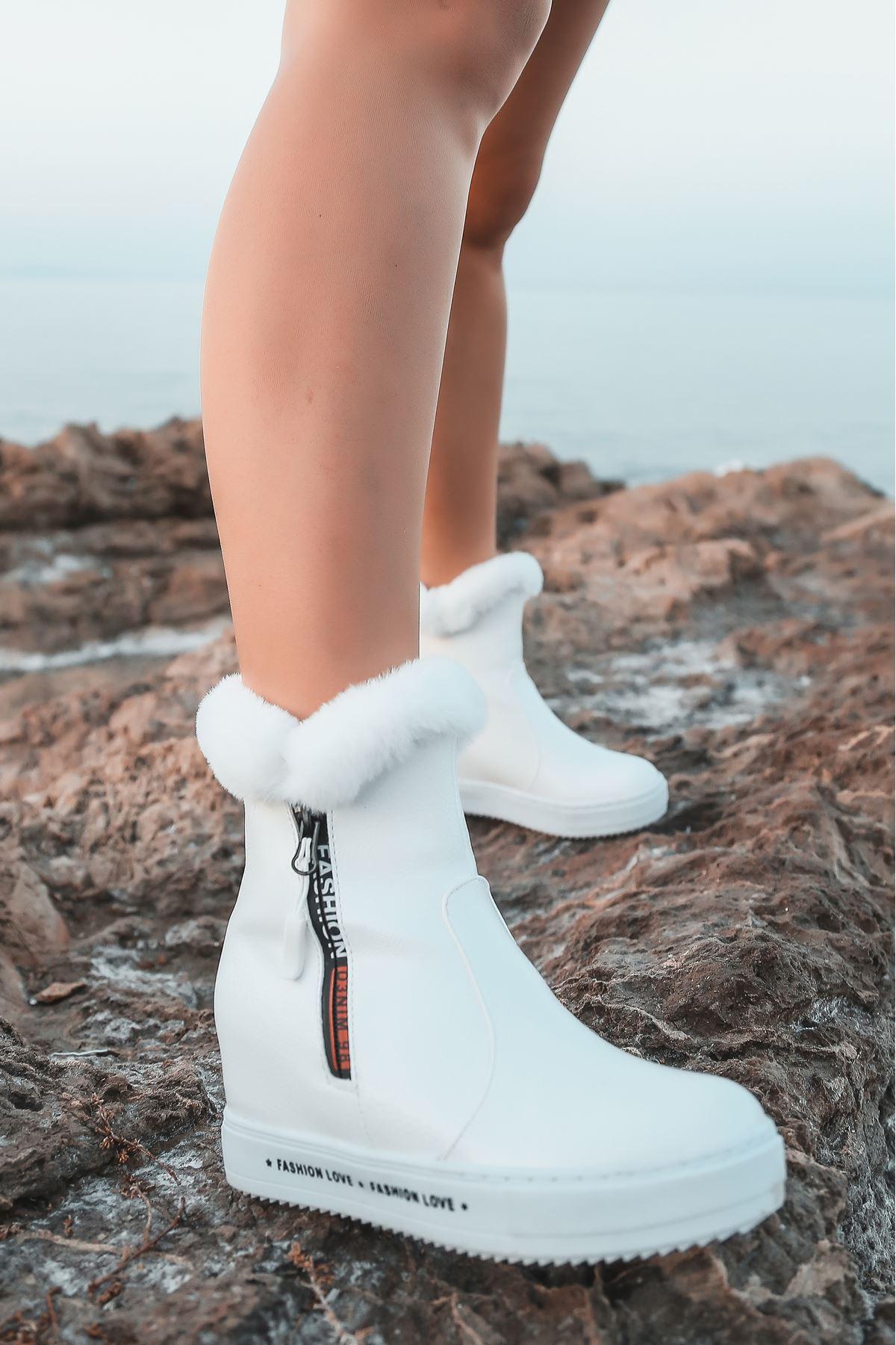 Limber Kürk Detaylı Yazılı Taban Beyaz Rugan Kadın Bot