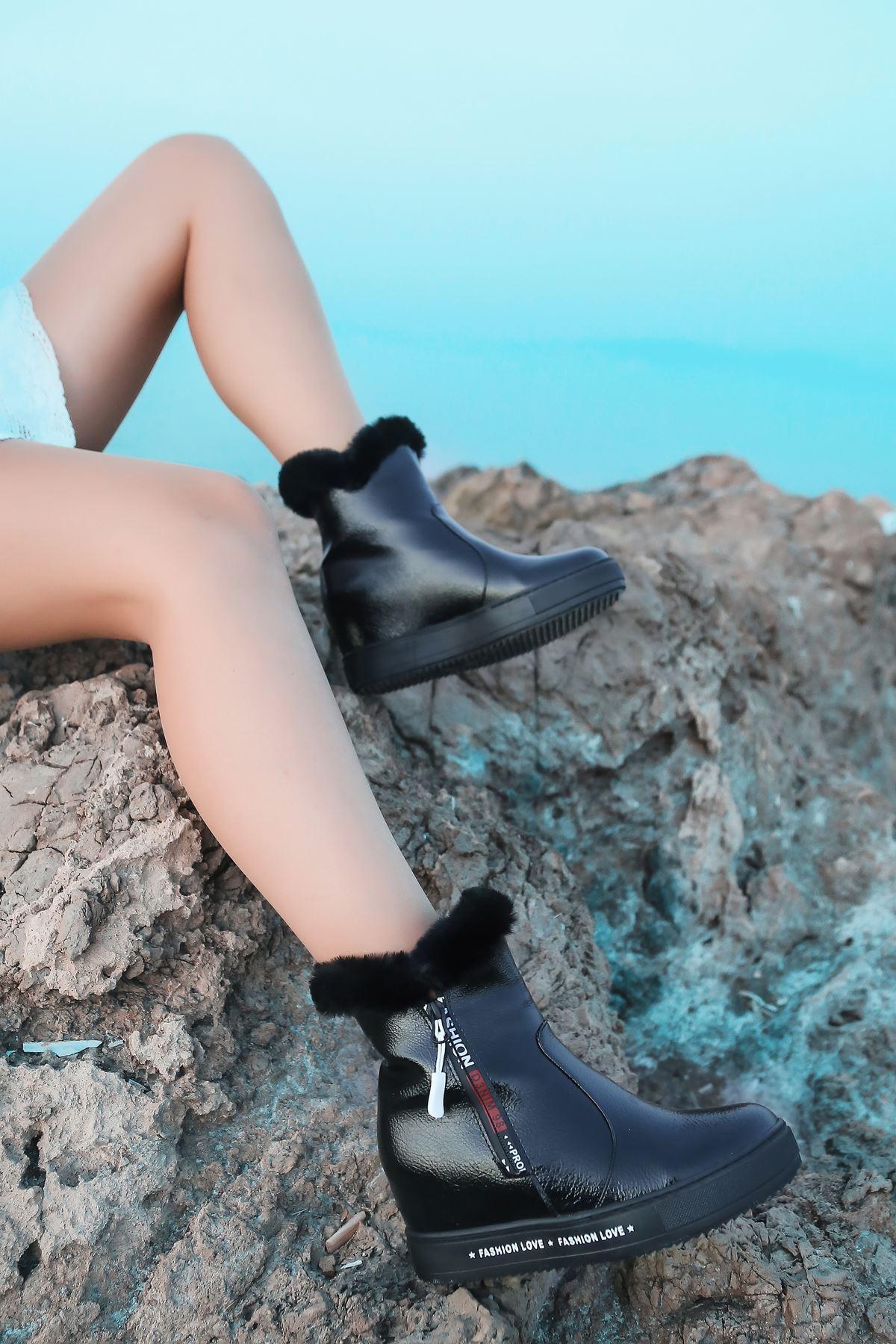 Limber Kürk Detaylı Yazılı Taban Siyah Rugan Gizli Topuk Kadın Bot