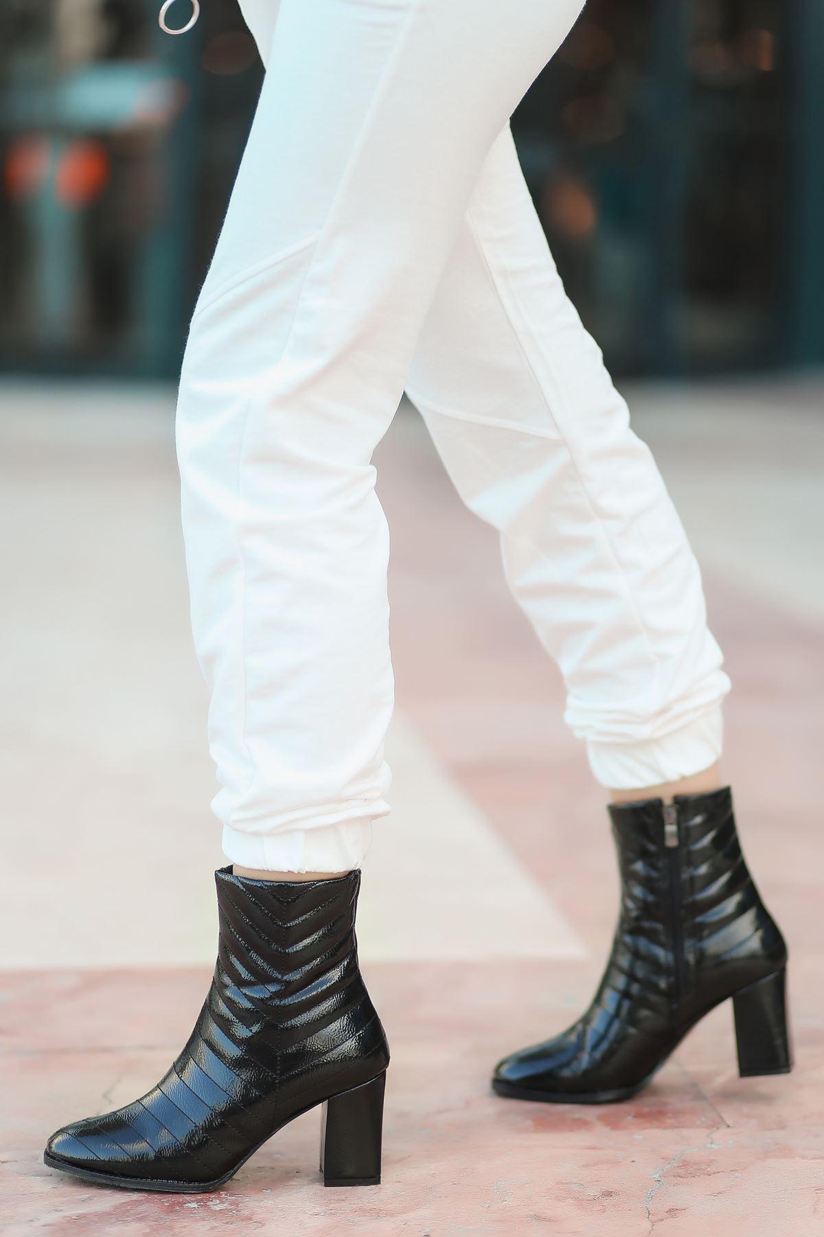 Charm Dikiş Detaylı Yüksek Topuk Siyah Rugan Kadın Bot