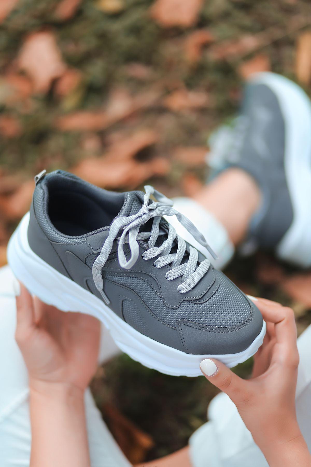 Lili Bağcık Detay Fileli Beyaz Taban Füme Kadın Spor Ayakkabı