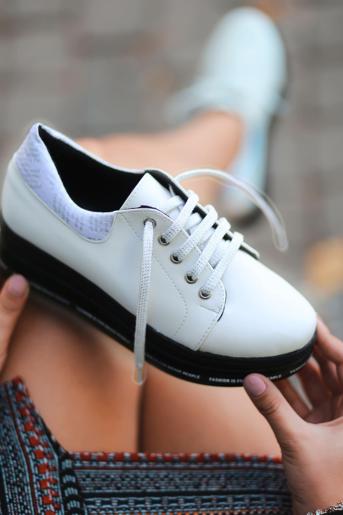 Prag Yazı Detay Simli Bağcık Beyaz Kadın Spor Ayakkabı
