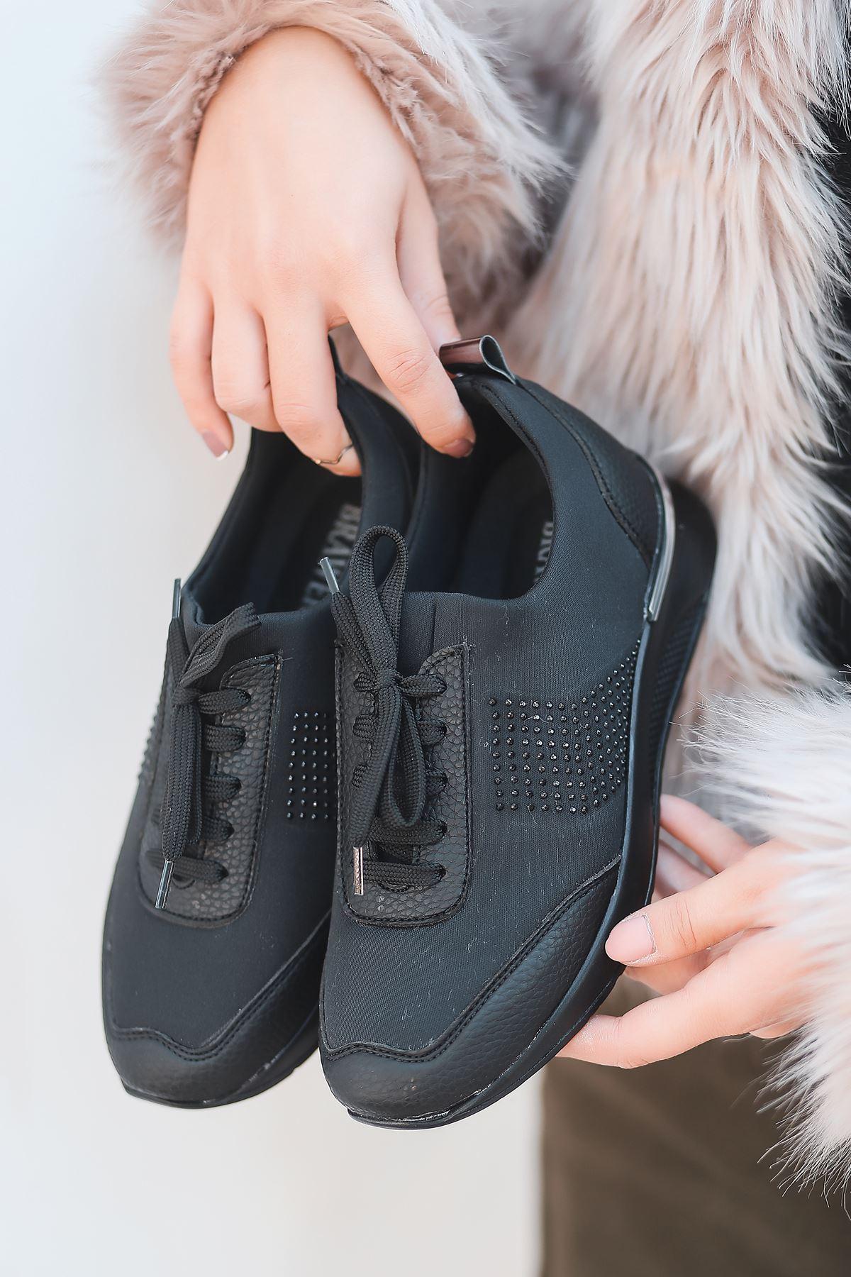 Vern Taş Detaylı Bağcıklı Siyah Kadın Spor Ayakkabı