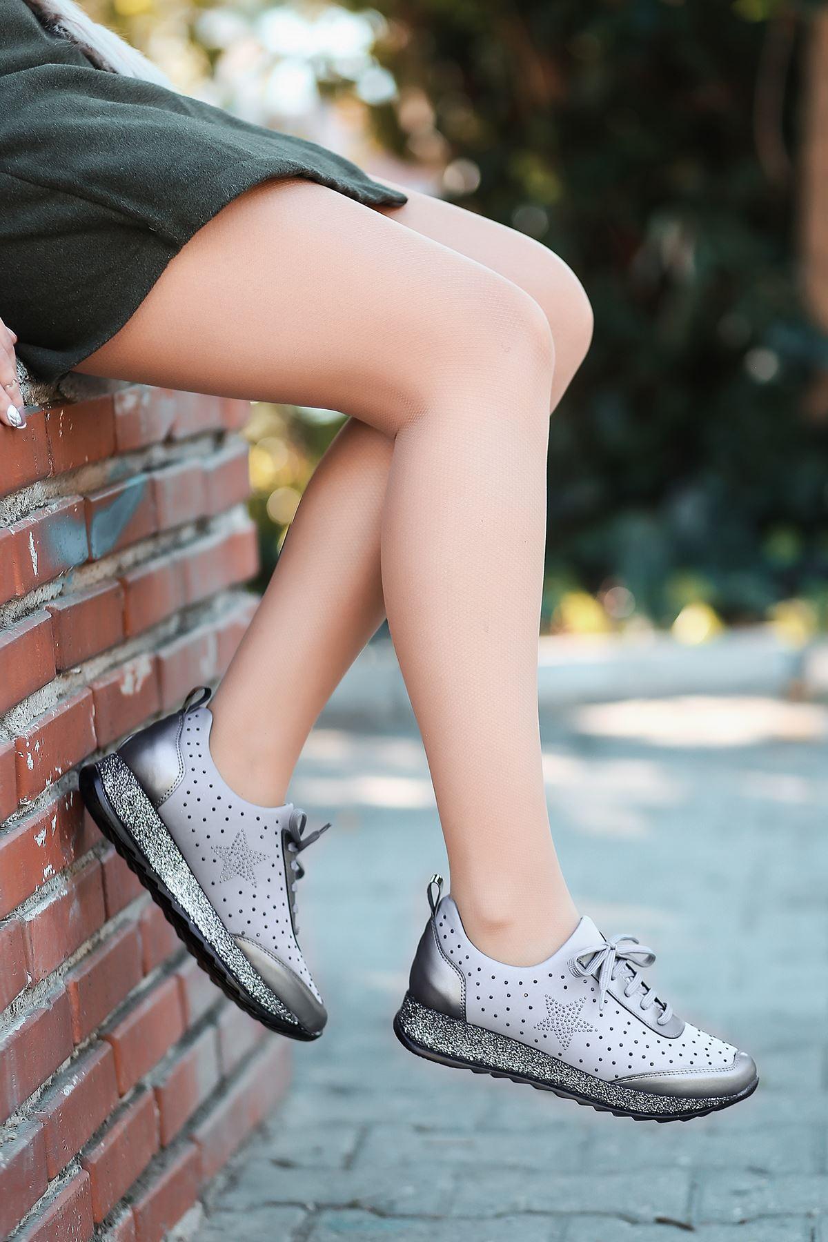 Wrap Taş Detaylı Bağcıklı Simli Taban Gri Kadın Spor Ayakkabı