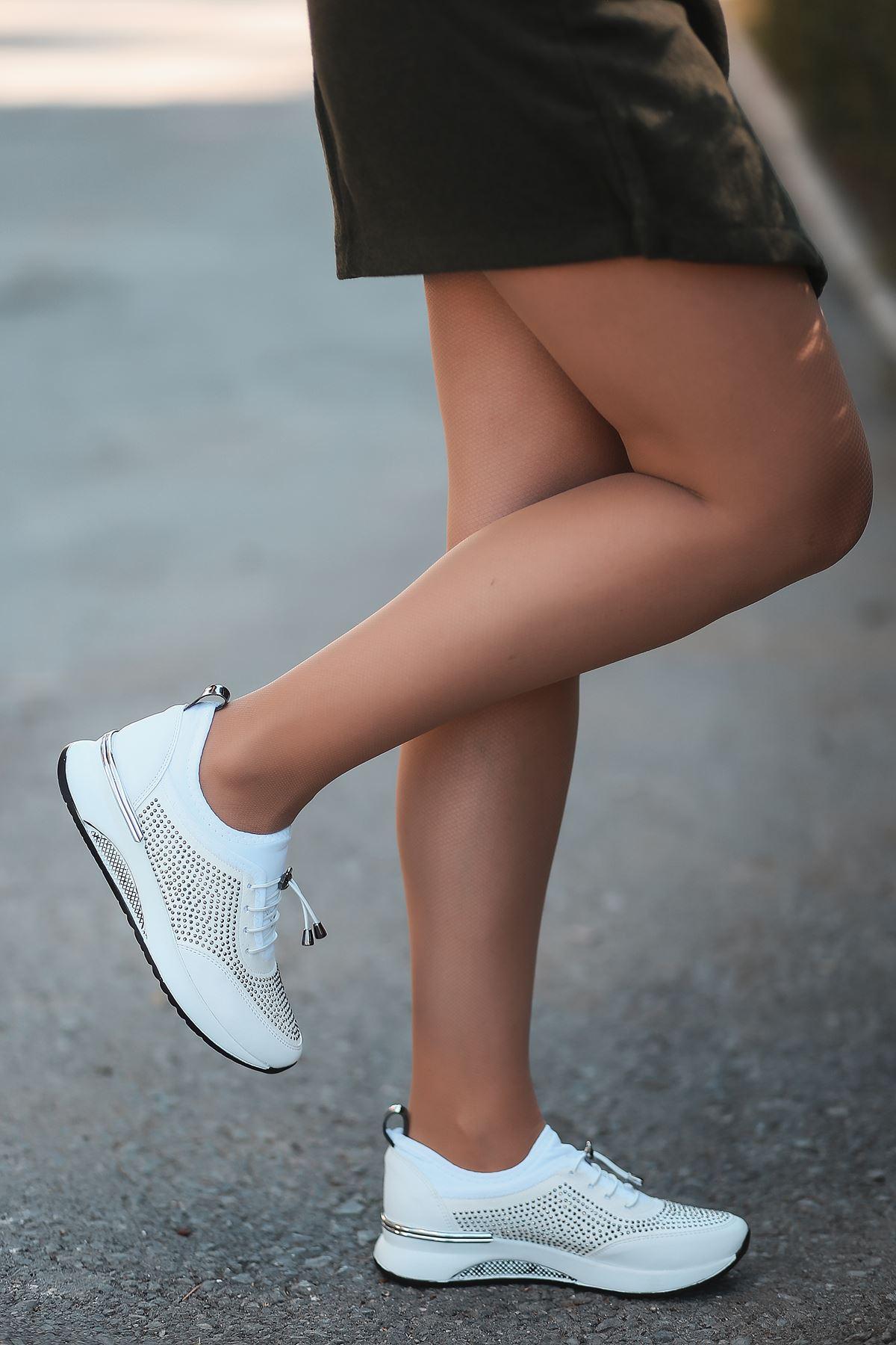Matador Lastik Detaylı Taşlı Beyaz Kadın Spor Ayakkabı