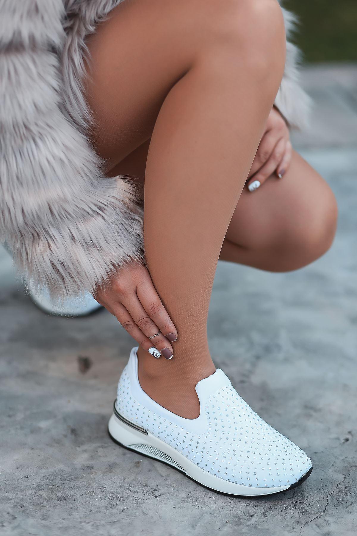 Santes Taş Detaylı Beyaz Kadın Spor Ayakkabı