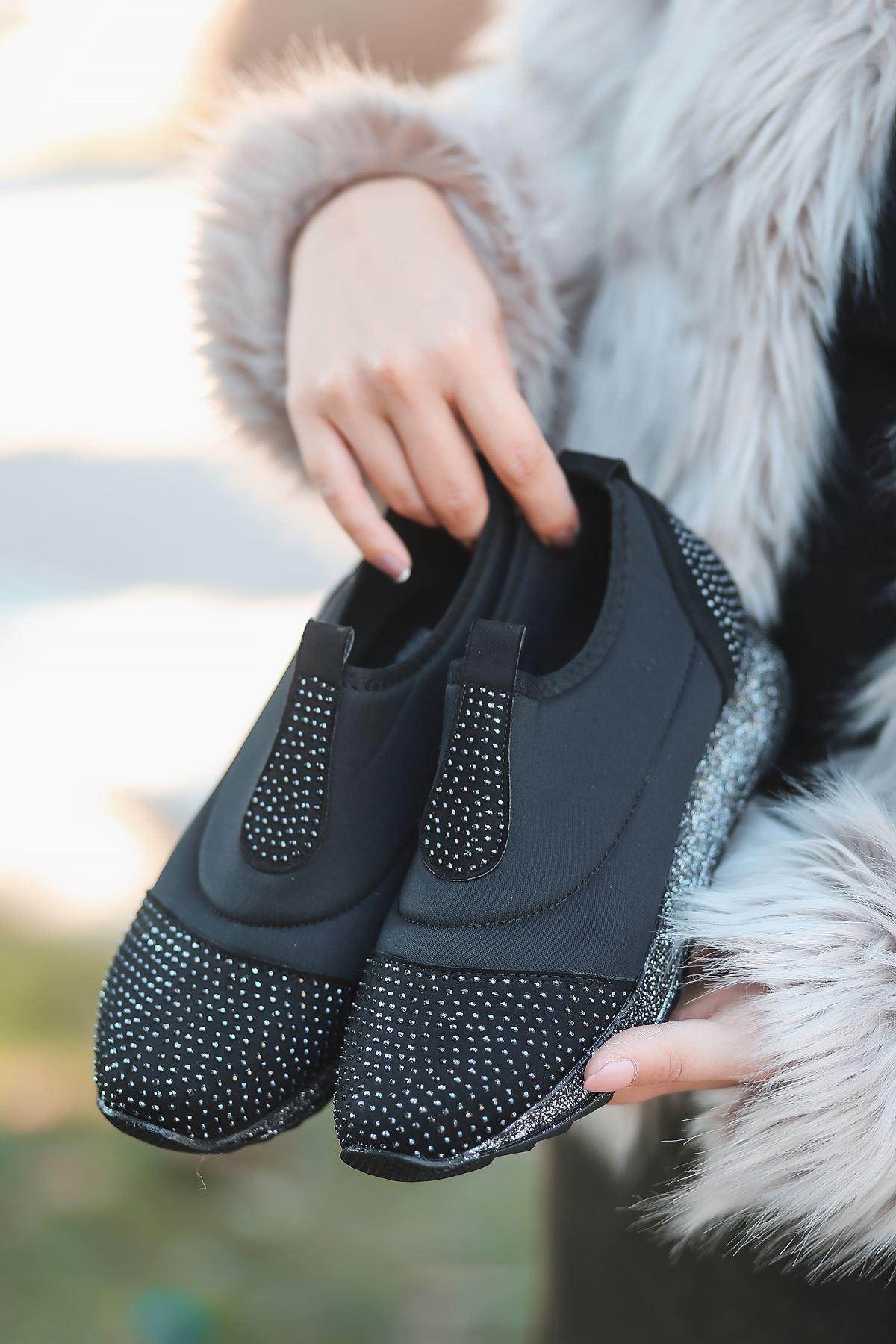 Chloe Taş Detaylı Siyah Kadın Spor Ayakkabı