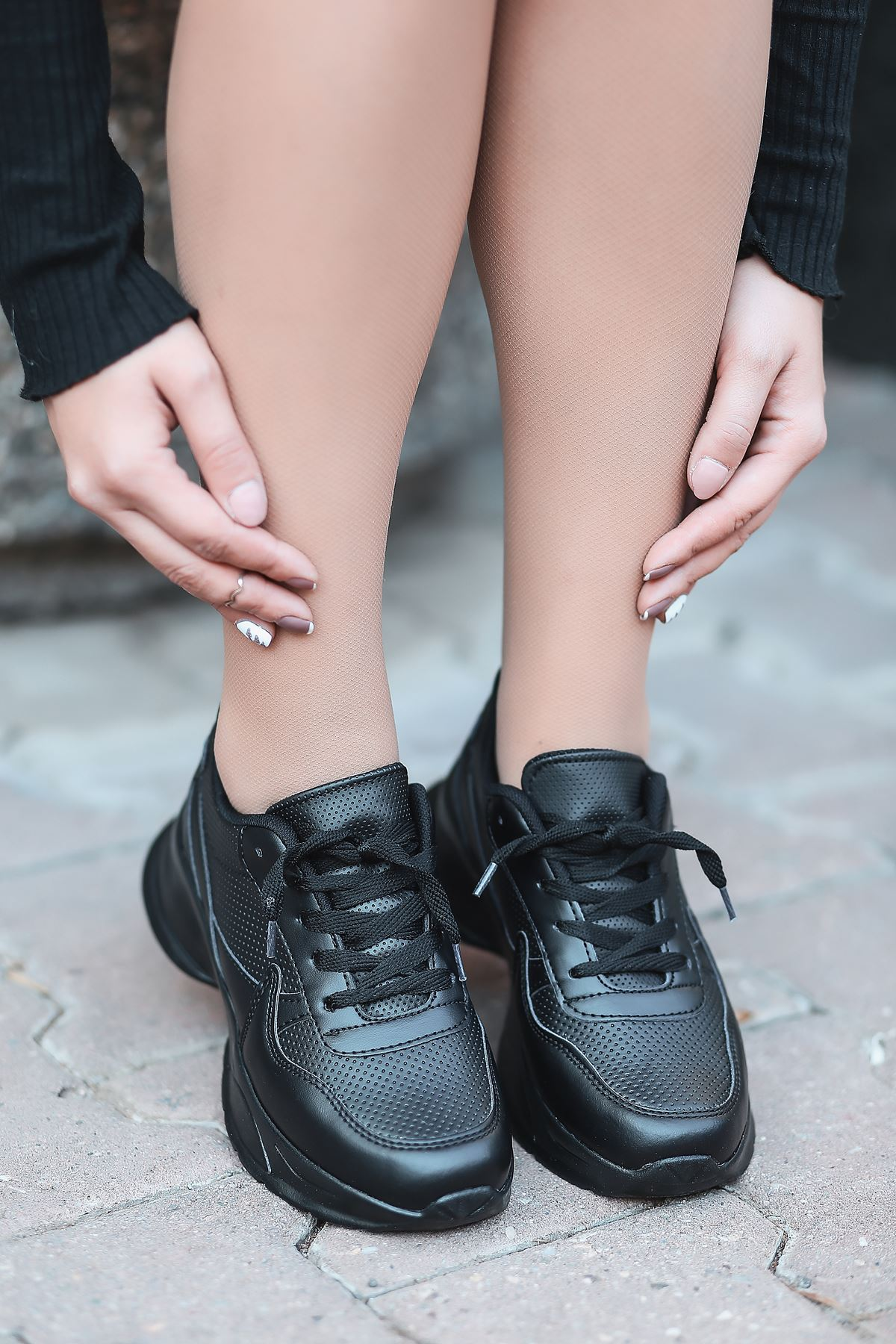 Marco Bağcık Detaylı Siyah Kadın Spor Ayakkabı