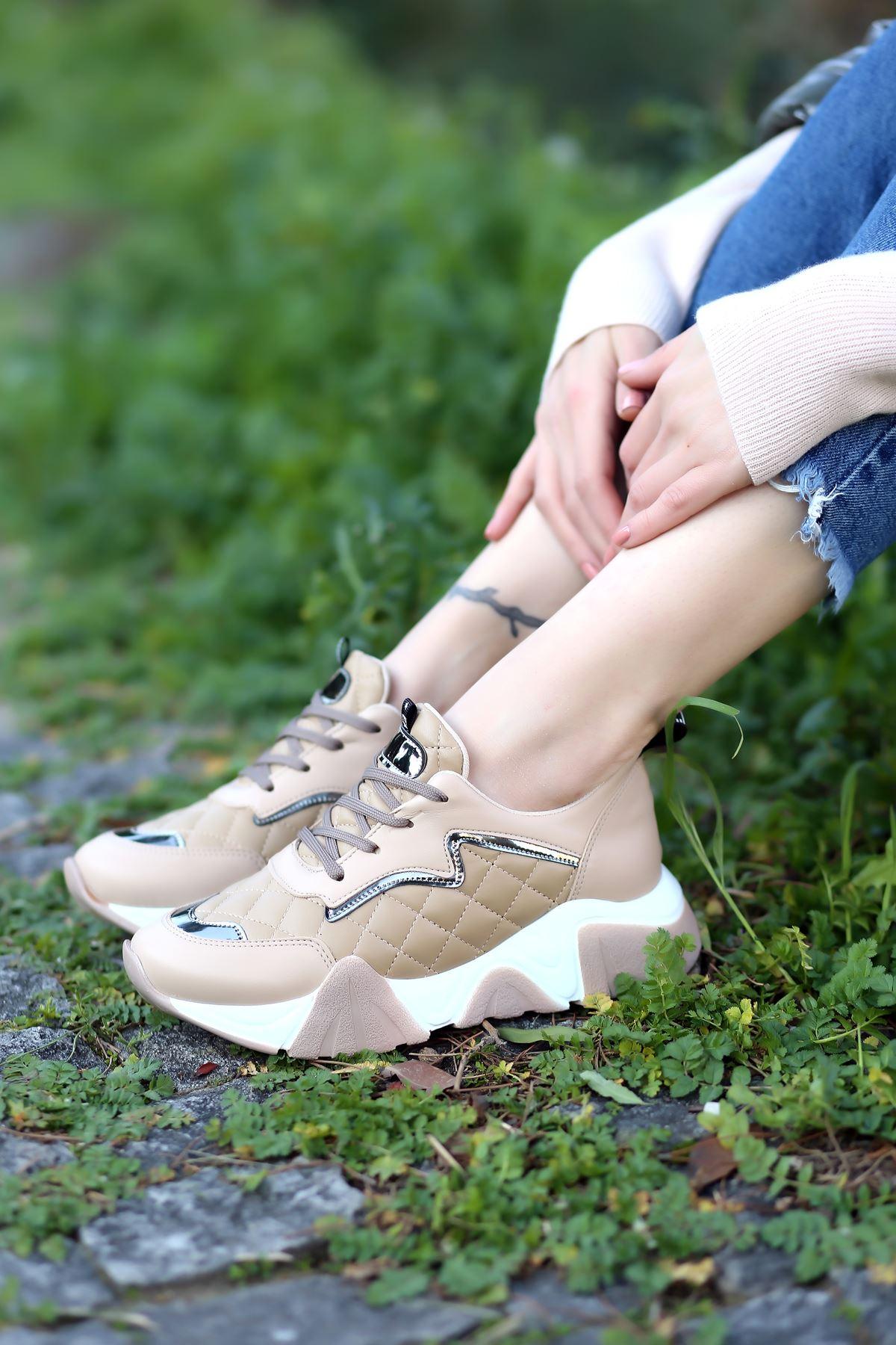 Ada Kapitone Detaylı Bağcıklı Bej Kadın Spor Ayakkabı