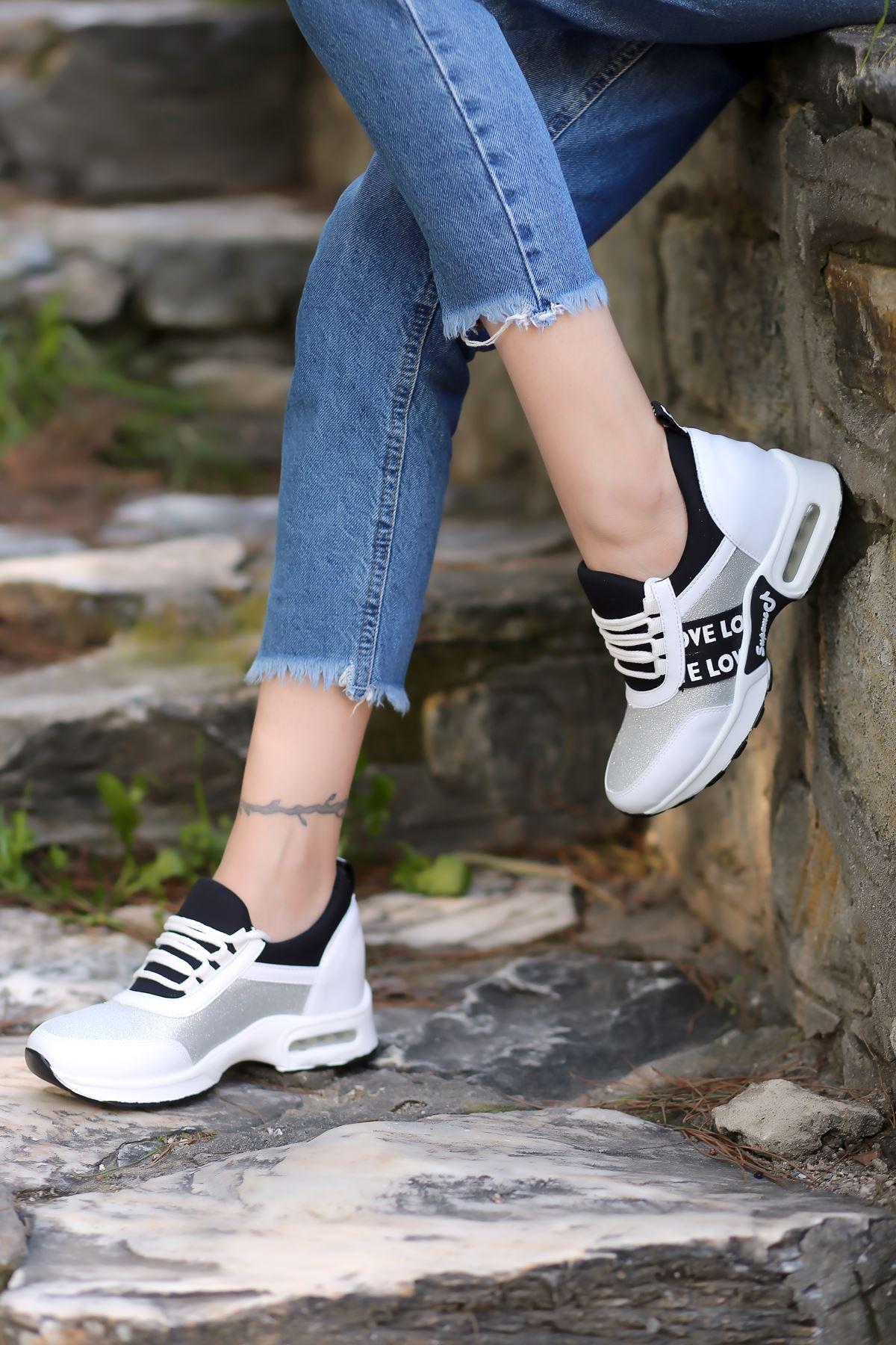 Laney Hava Tabanlı Etiket Detaylı Kadın Spor Ayakkabı Beyaz