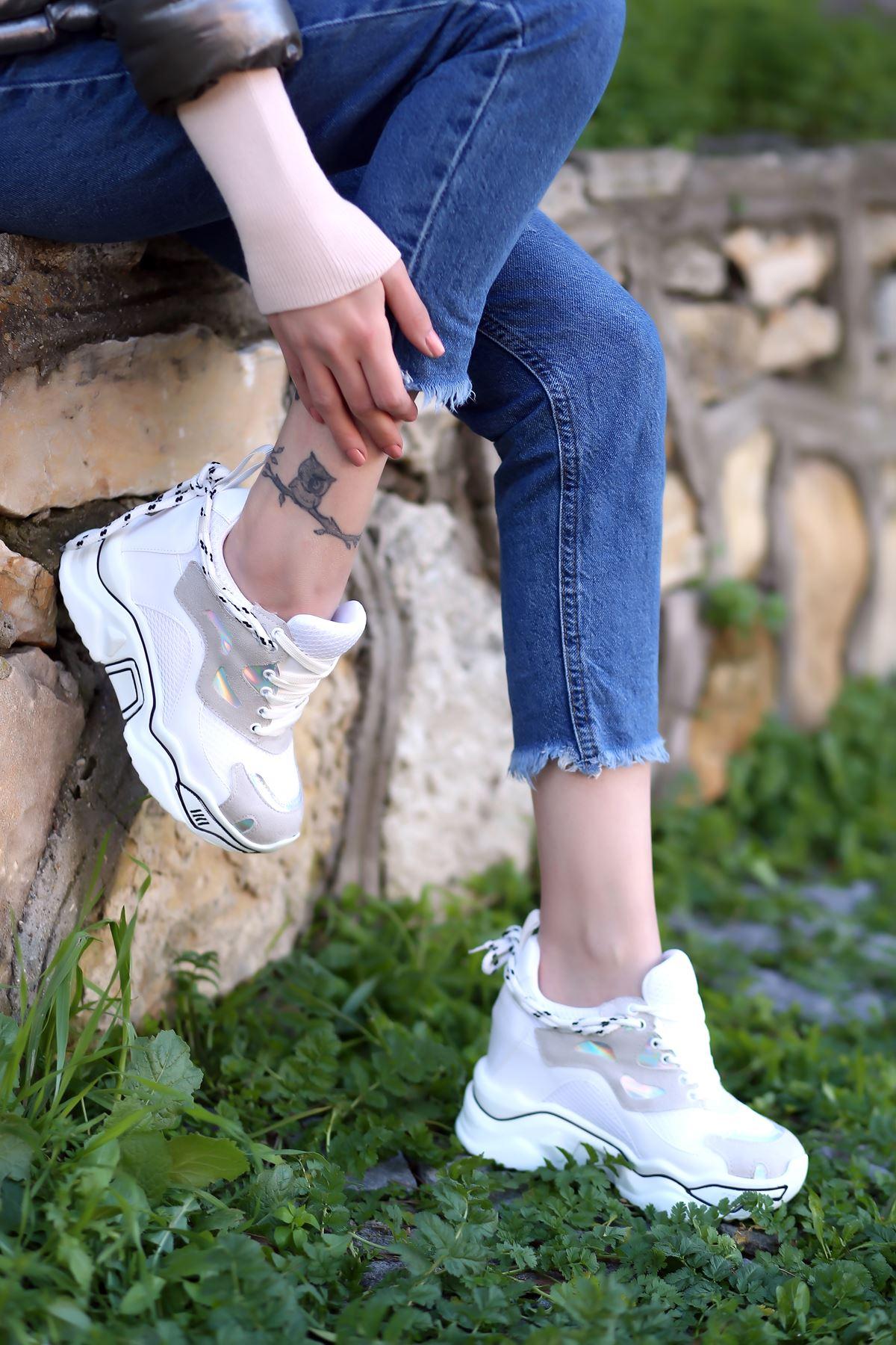 Chelsea File Detaylı Hologramlı Yüksek Topuklu Gri Parçalı Beyaz Kadın Spor Ayakkabı