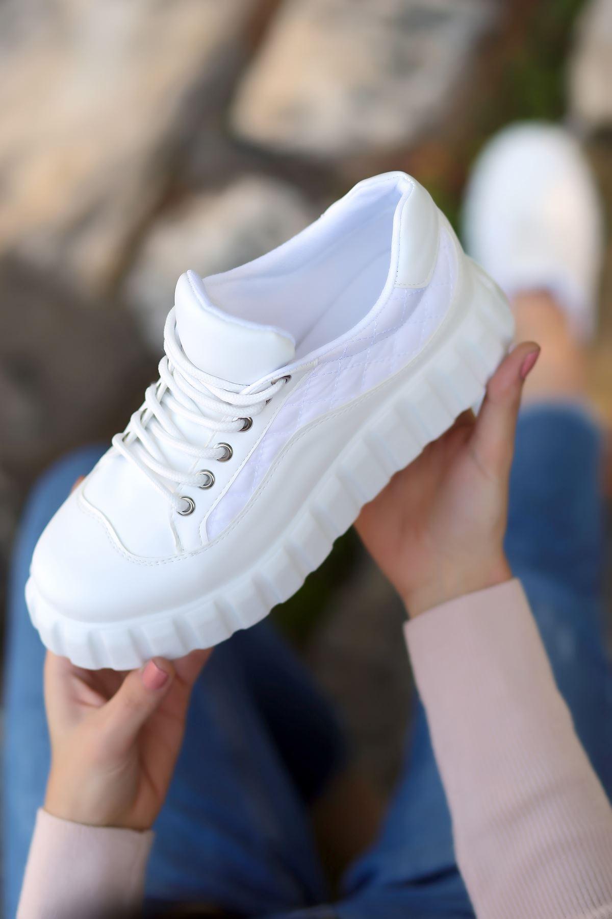 Rotela Dikiş Detaylı Bağcıklı Beyaz Kadın Spor Ayakkabı