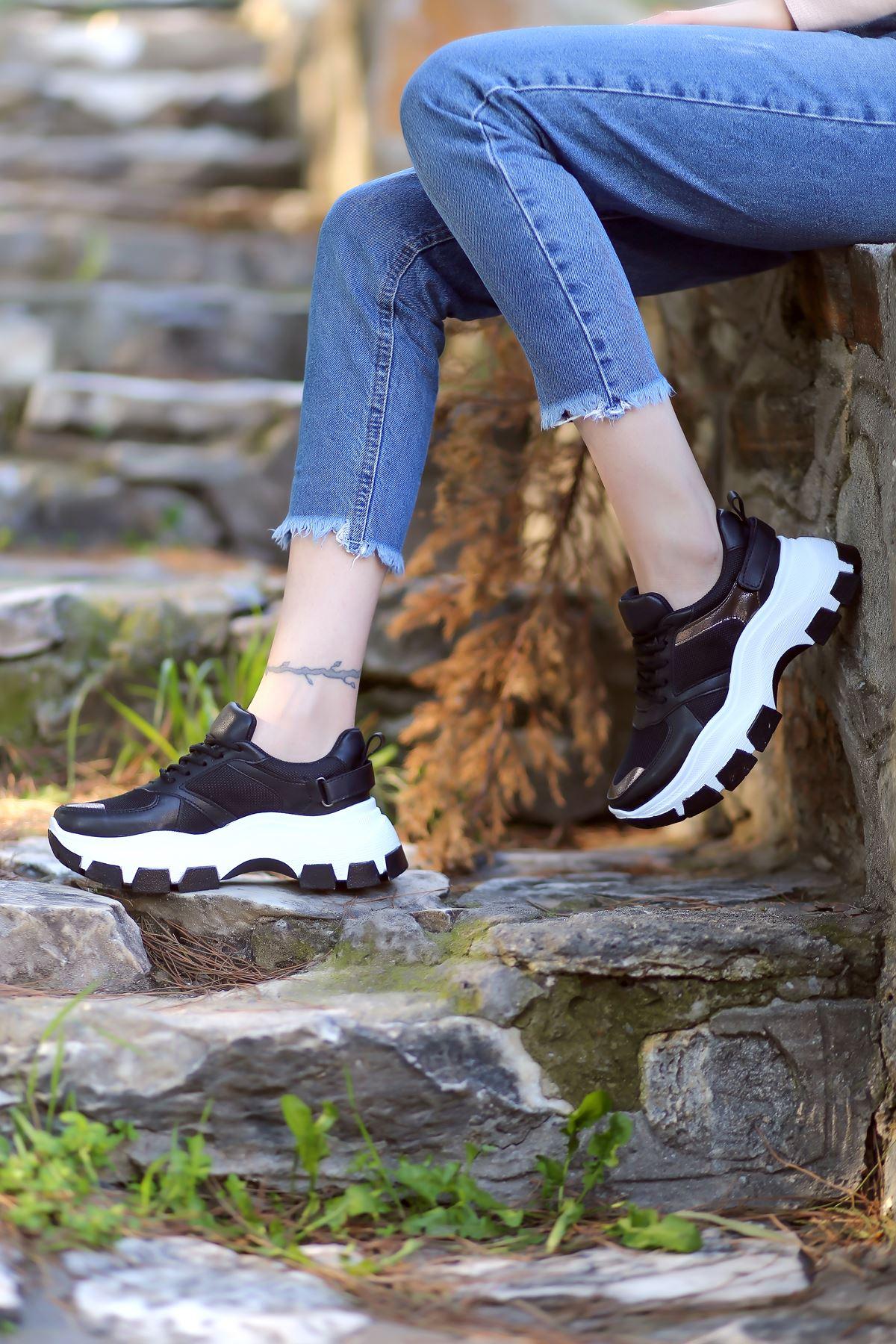Sara Bağcık Detaylı Fileli Hologram Detaylı Siyah Kadın Spor Ayakkabı