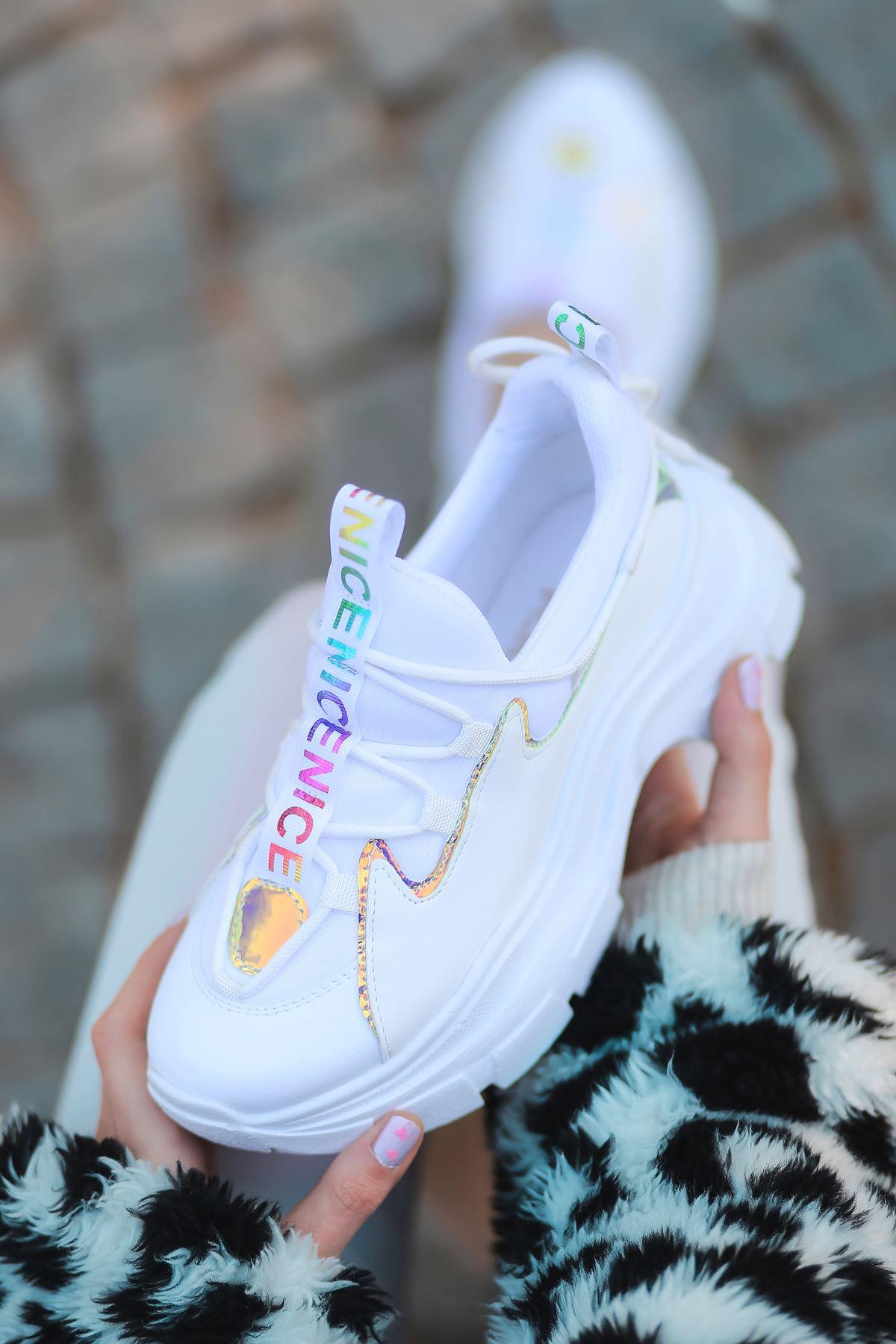 Nice Dalgıç Kumaş Detaylı Hologramlı Bağcıklı Beyaz Kadın Spor Ayakkabı
