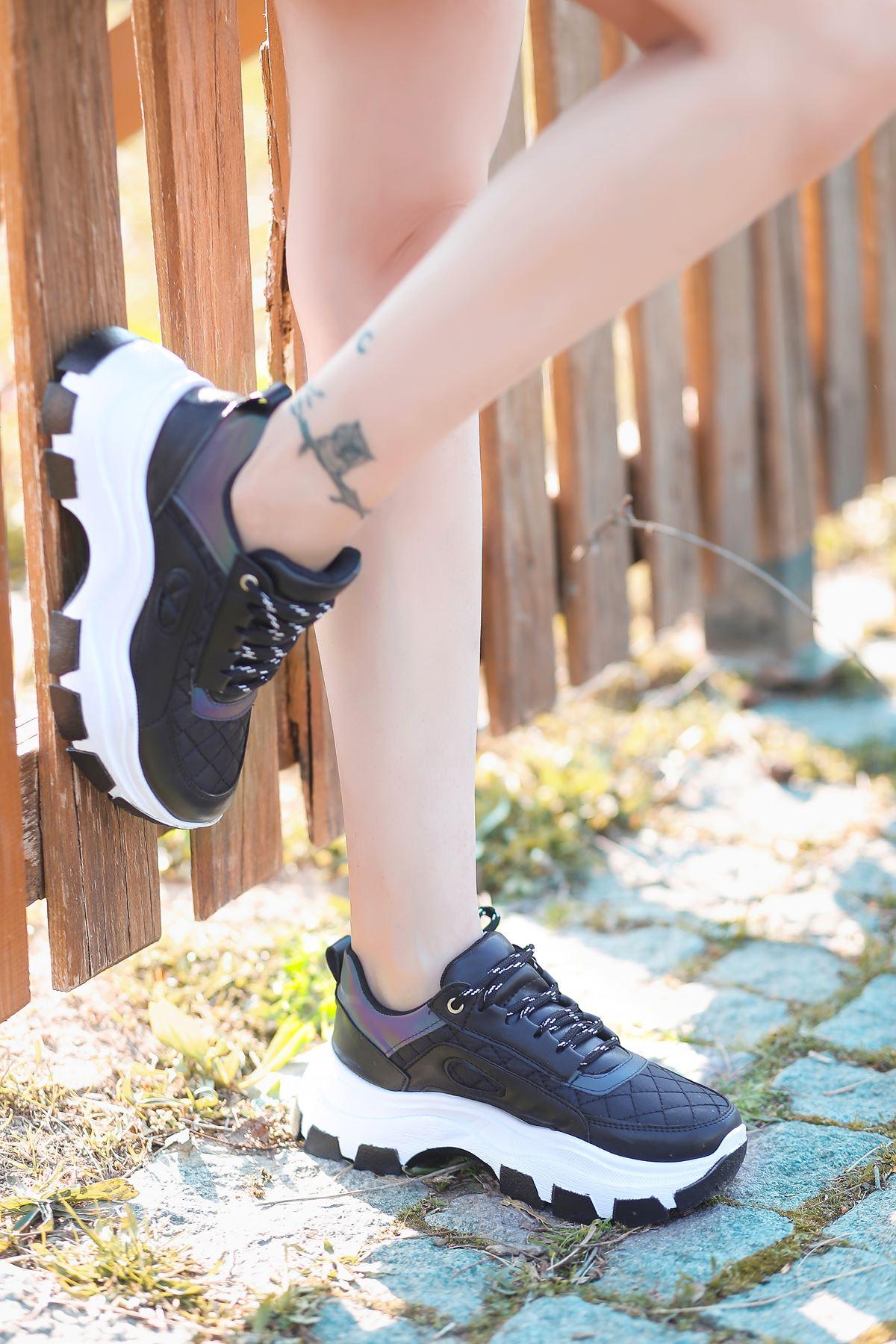 Pump Kapitone Detaylı Bağcıklı Siyah Kadın Spor Ayakkabı