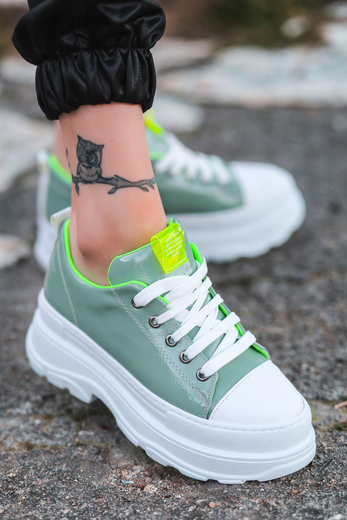 Bombon Bağcık Detaylı Yeşil Rugan Kadın Spor Ayakkabı