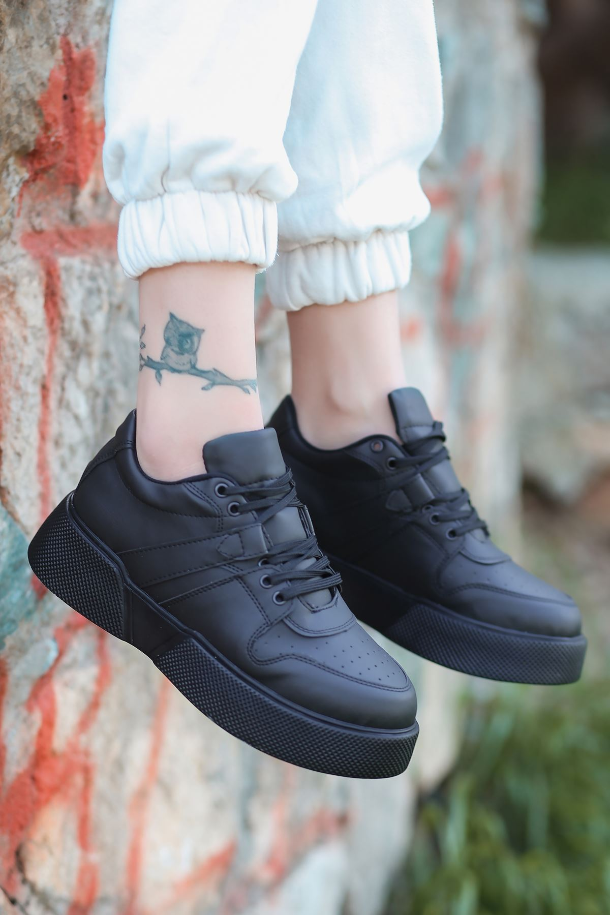 Aletta Mat Deri Bağcık Detaylı Siyah Kadın Spor Ayakkabı