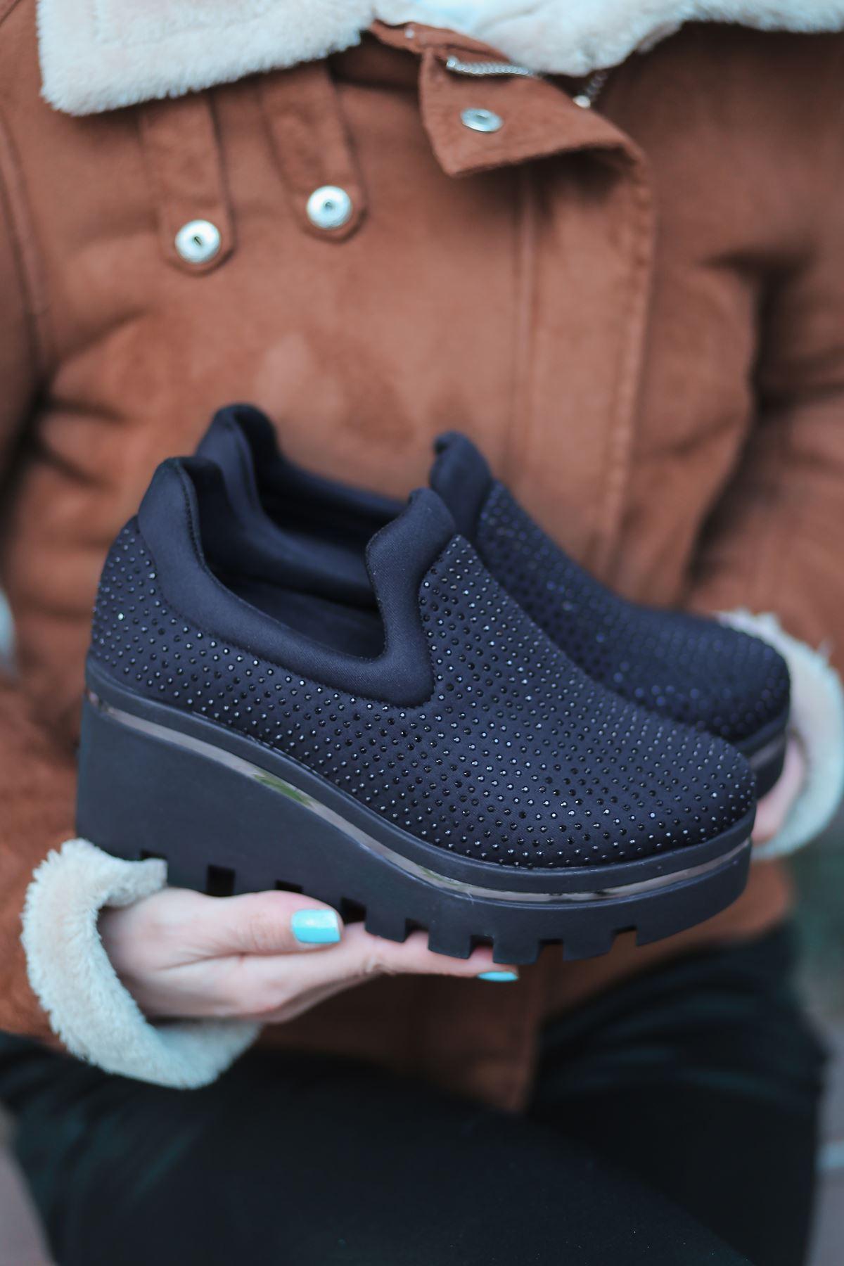 Bratz Taş Detay Dolgu Topuk Ayakkabı Siyah
