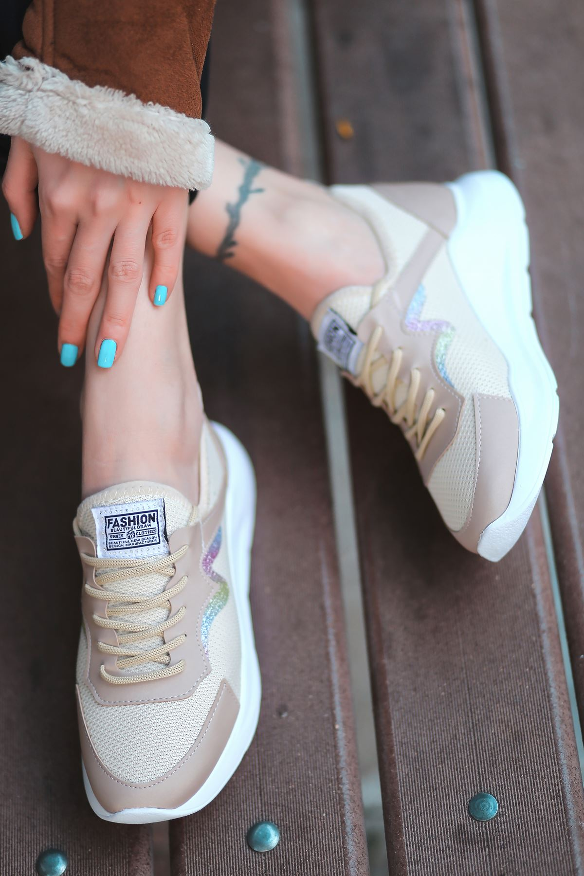 Holo Bağcık Detaylı Triko Vizon Simli Kadın Spor Ayakkabı