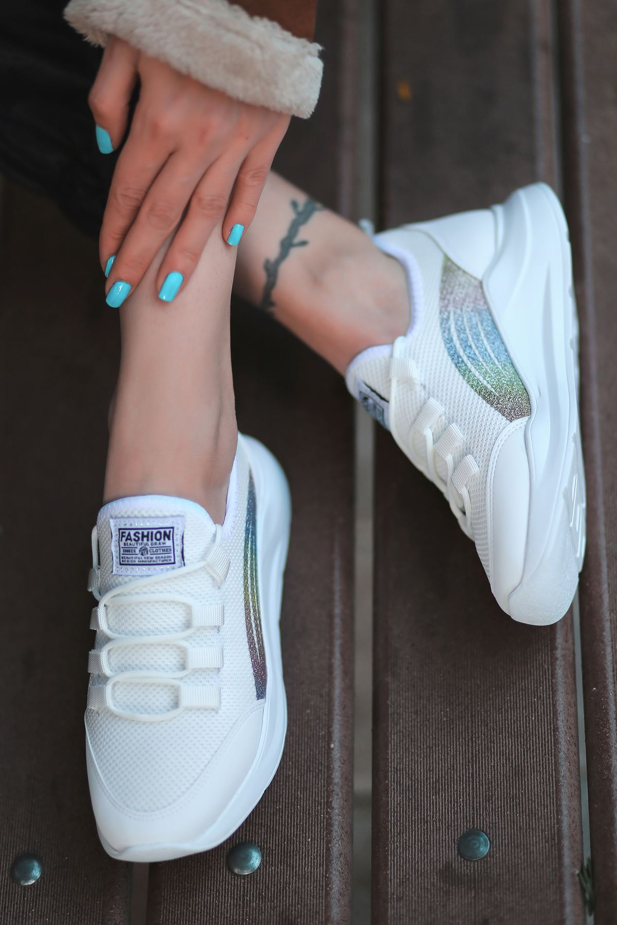 Alix Bağcık Detaylı Triko Beyaz Simli Kadın Spor Ayakkabı
