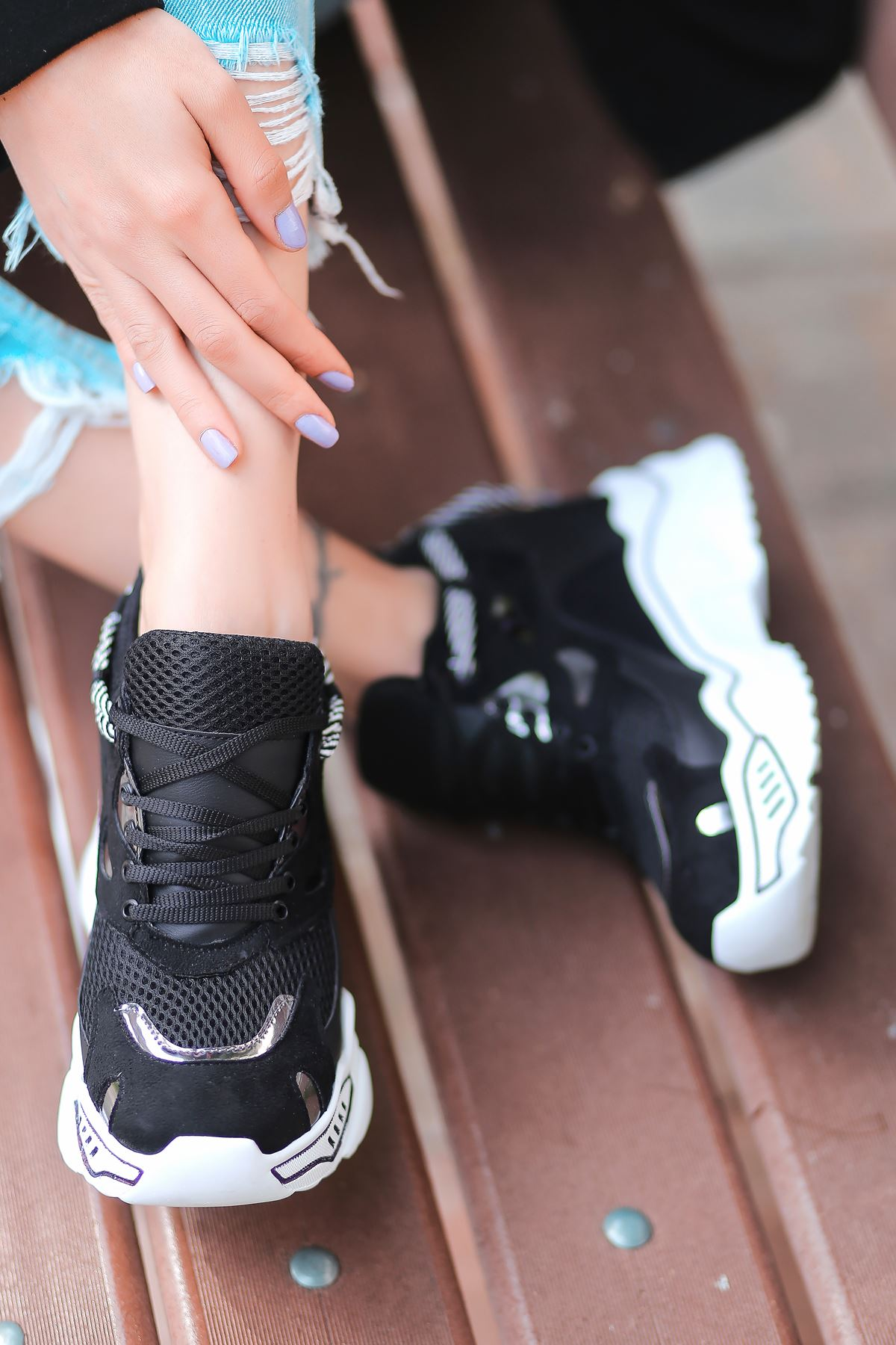 Chelsea File Detaylı Hologramlı Yüksek Topuklu Siyah Kadın Spor Ayakkabı
