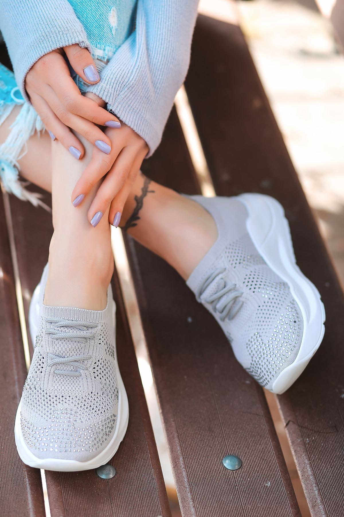 Anzel Bağcık Detaylı Gri Triko Taşlı Kadın Spor Ayakkabı