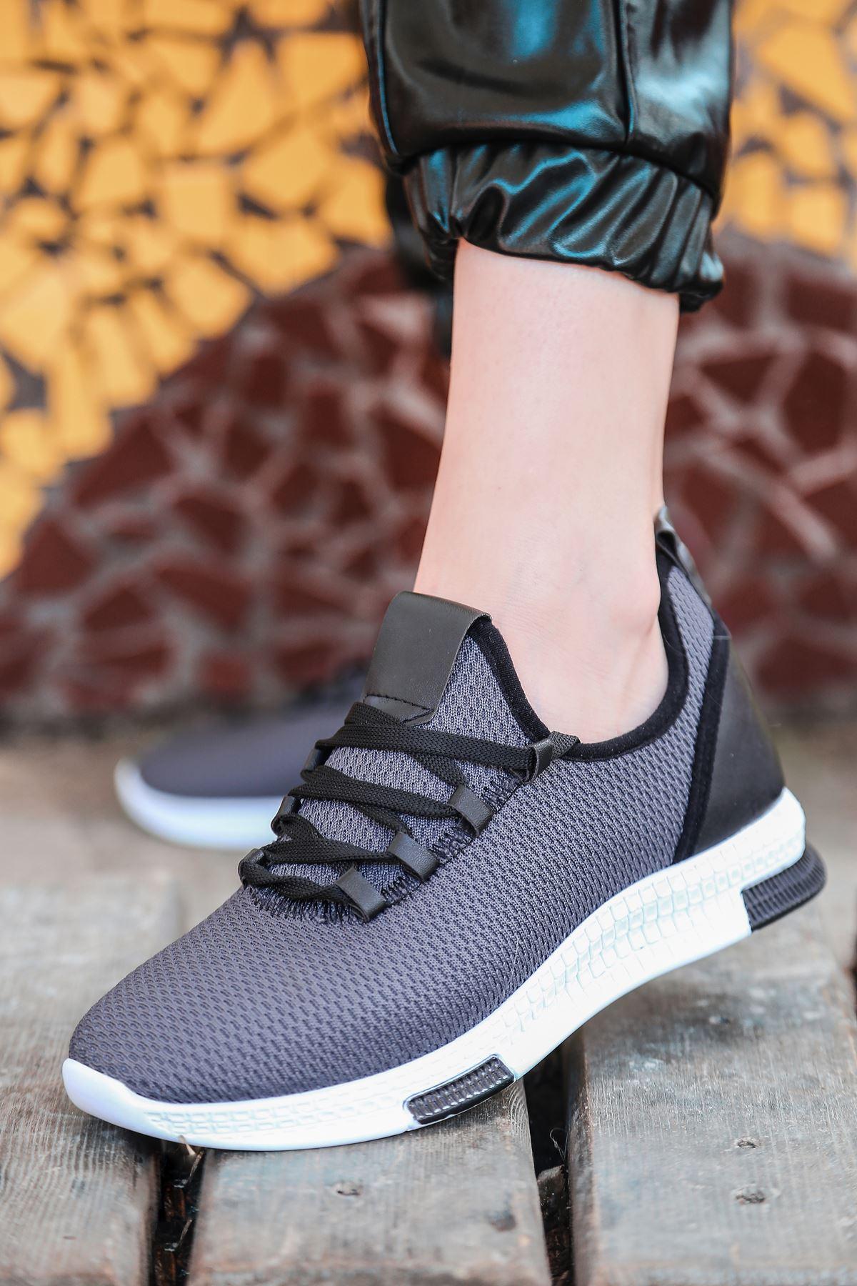 Adal Bağcık Detaylı Füme Kadın Spor Ayakkabı